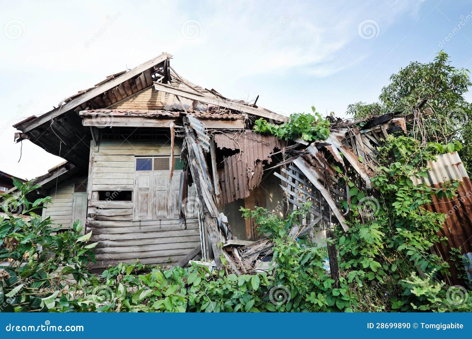 Oud huis die van tijd instorten stock foto afbeelding 28699890 - Foto van eigentijds huis ...