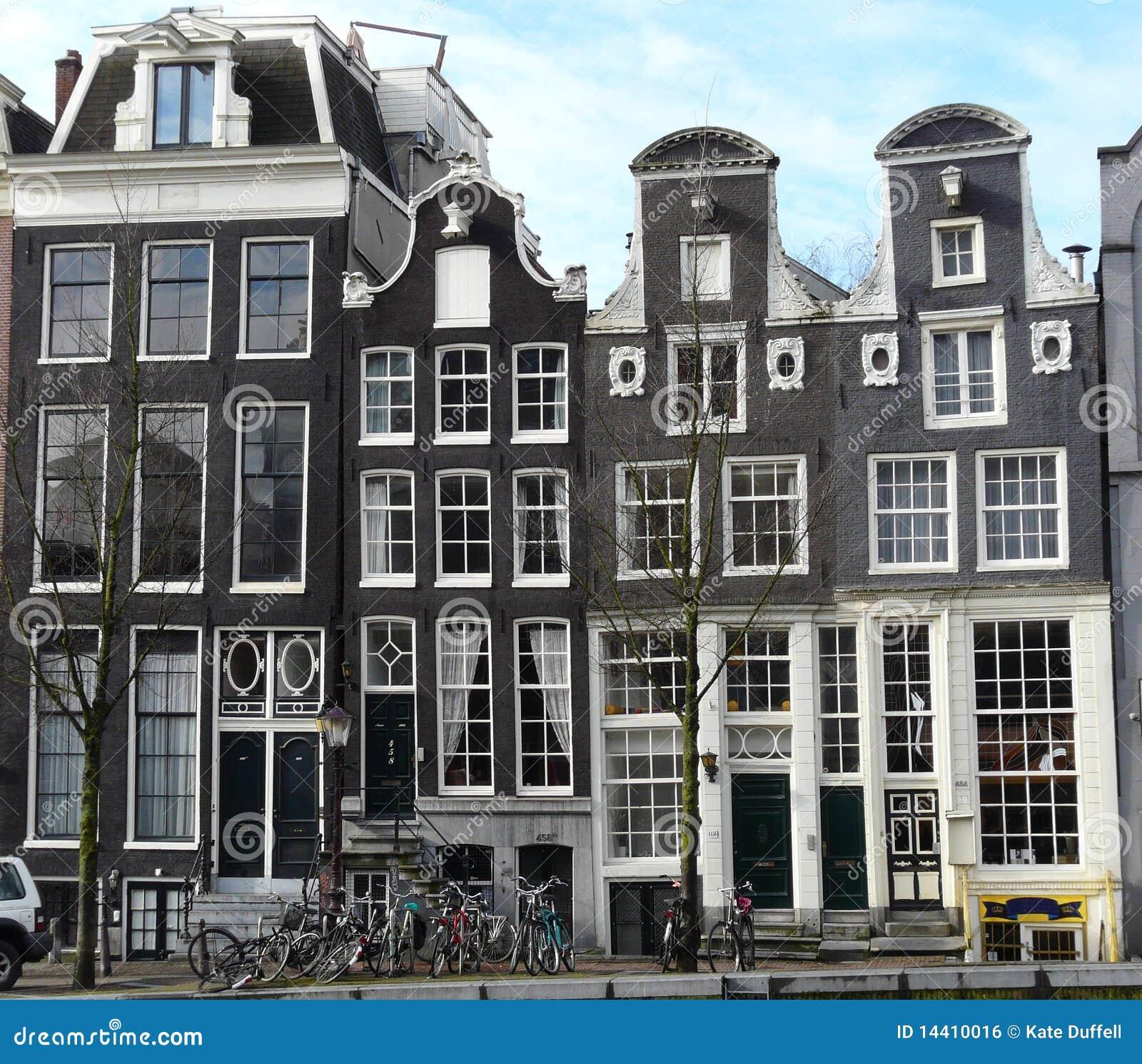 Oud huis op de kanalen in amsterdam stock foto afbeelding 14410016 - Oud huis ...