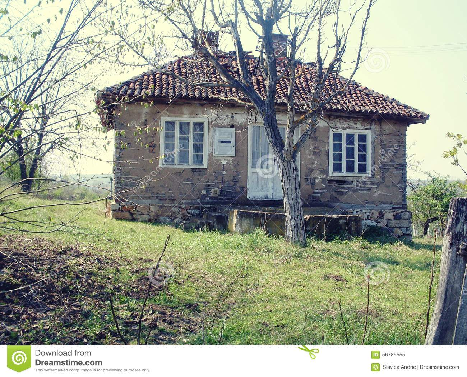 Oud huis op het platteland stock afbeelding afbeelding bestaande uit huis 56785555 - Lay outs oud huis ...