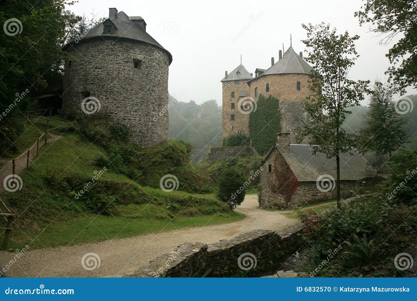 Oud kasteel in de Berg van Ardennen - België.