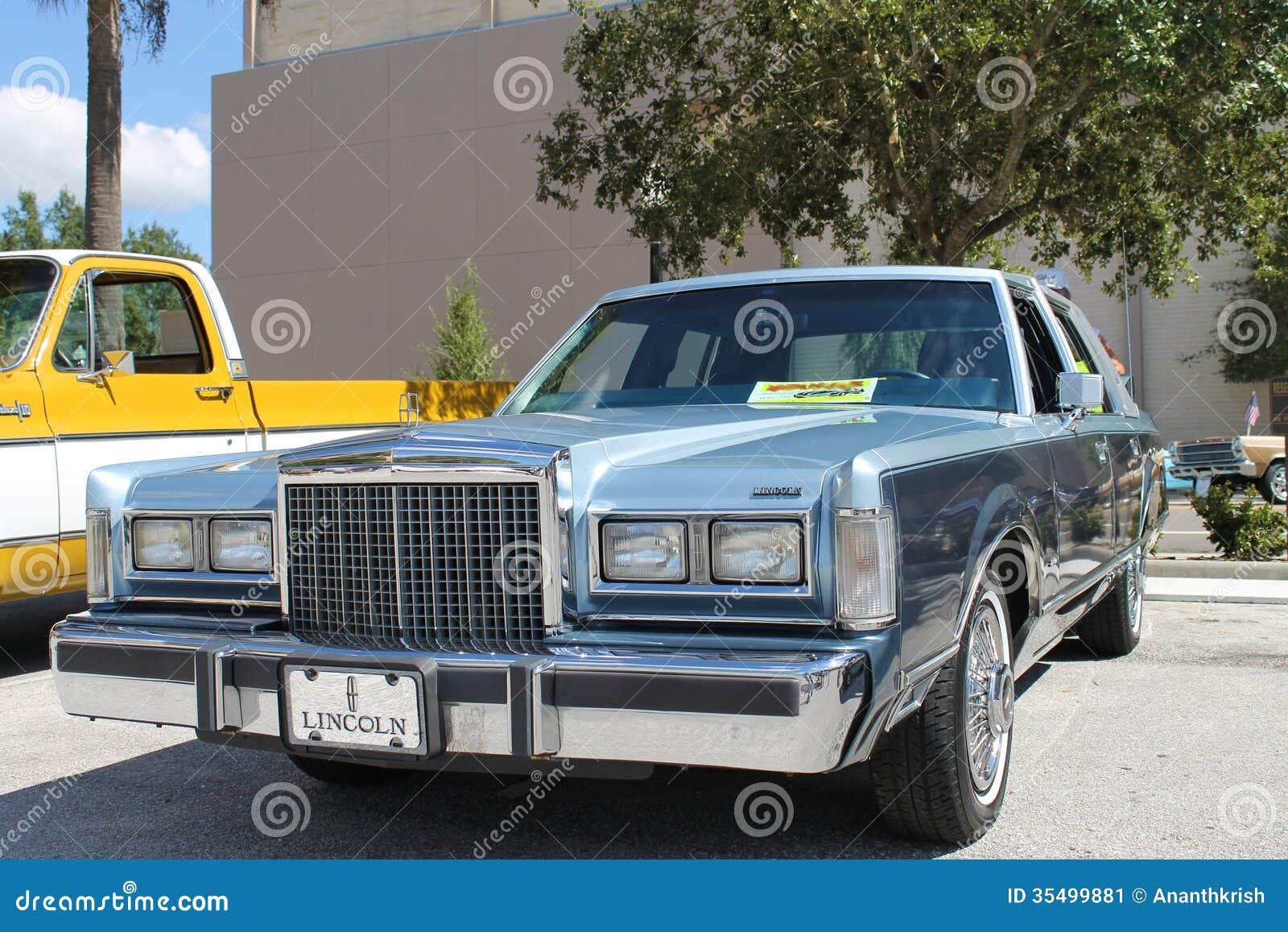 Oud Lincoln Car Bij De Auto Toont Redactionele Foto Afbeelding