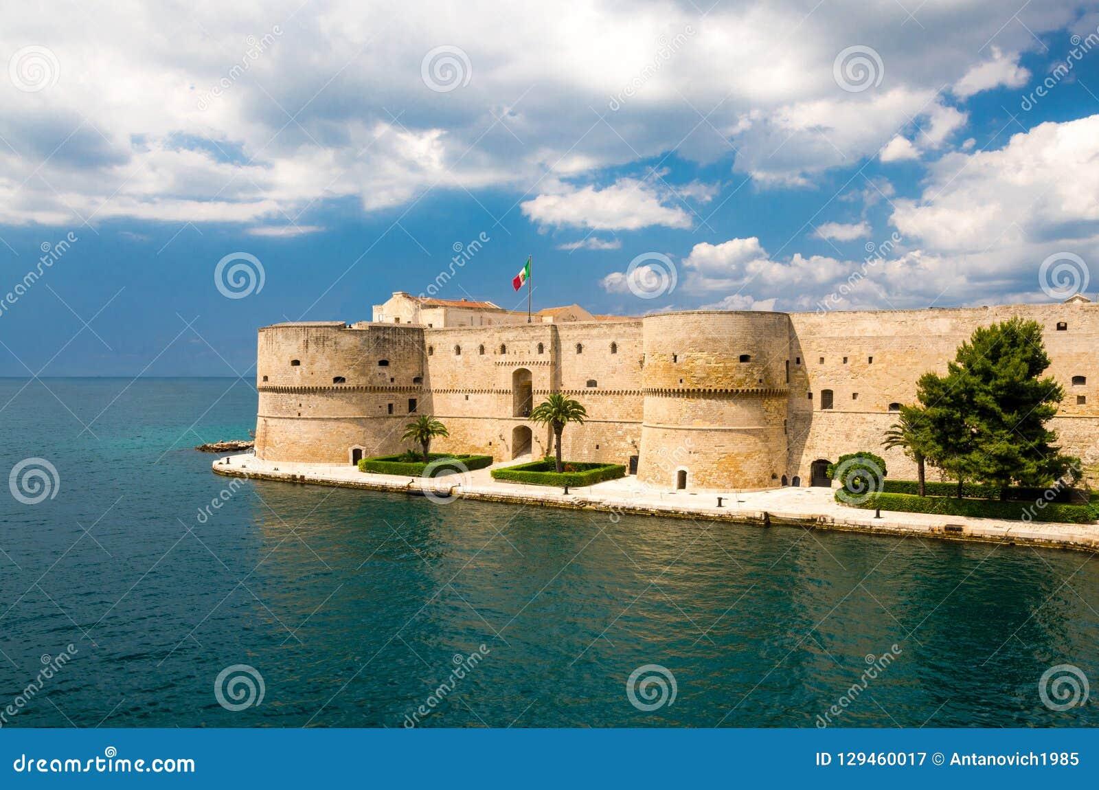 Oud middeleeuws Aragonese-Kasteel, Taranto, Puglia, Italië