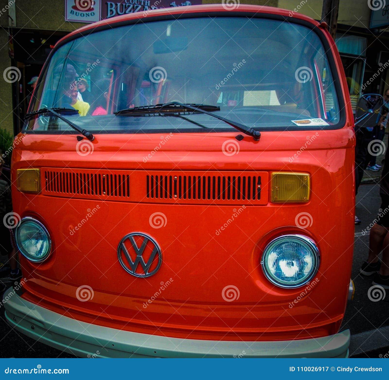 Oud, oranje VW-gerenoveerd van