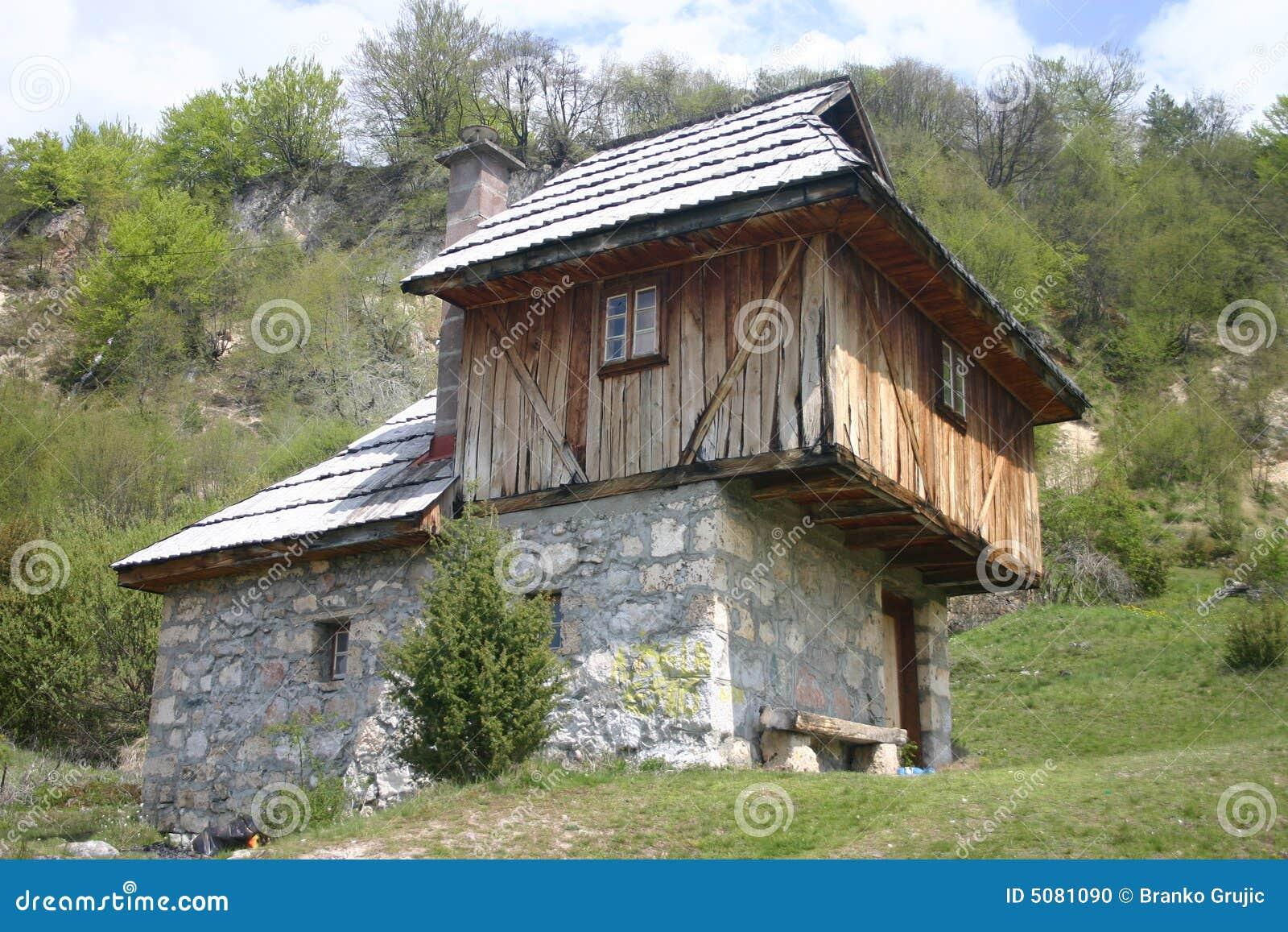Oud servisch huis stock foto afbeelding 5081090 - Oud huis ...