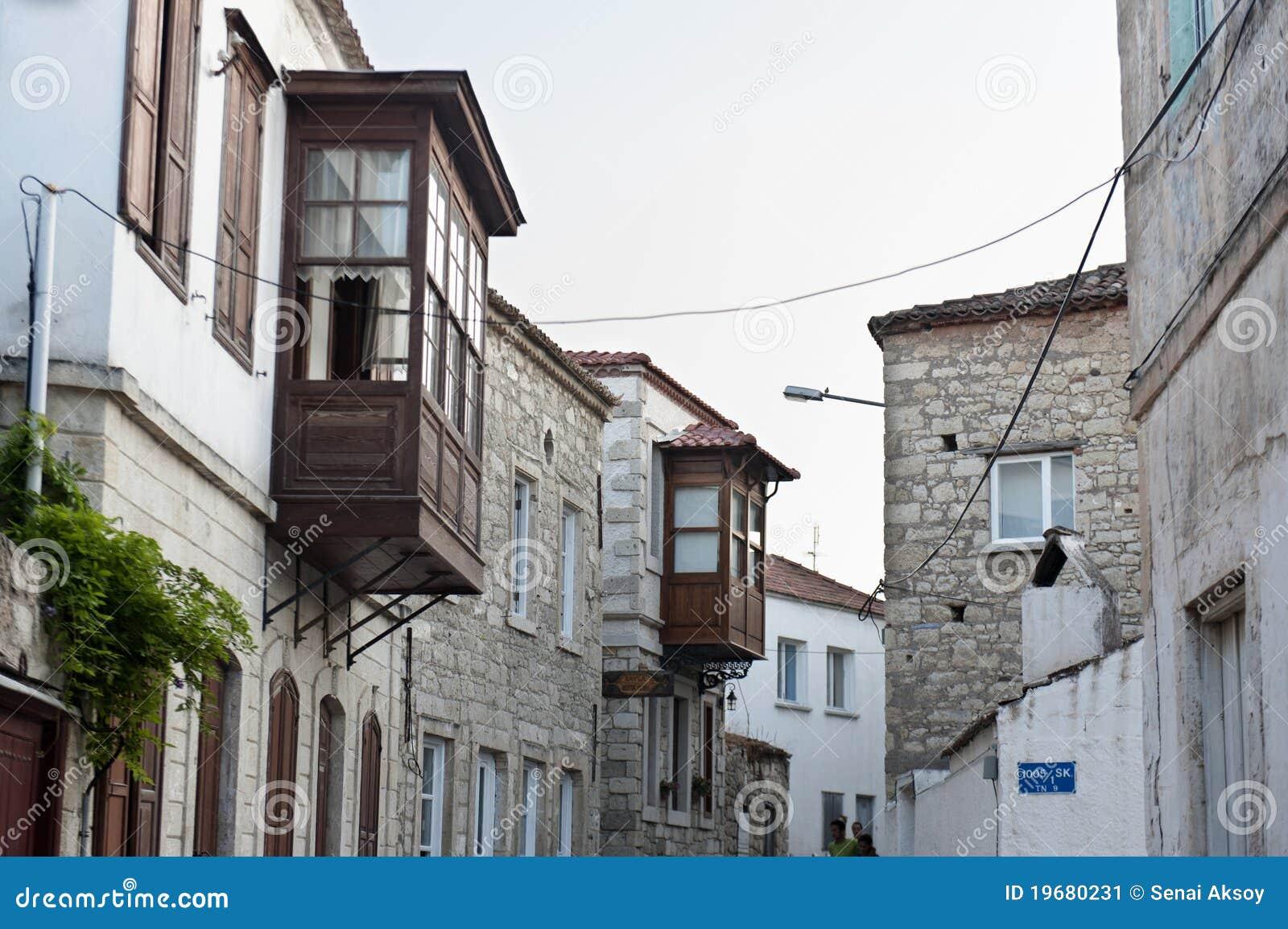 Oud straat en huis in alacati izmir turkije stock afbeelding afbeelding 19680231 - Oud huis ...