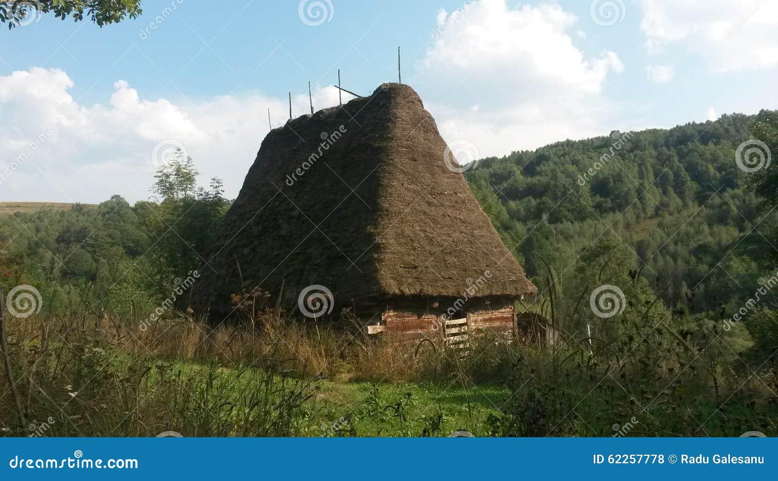 Oud traditioneel huis stock foto afbeelding bestaande uit thatched 62257778 - Oud huis ...