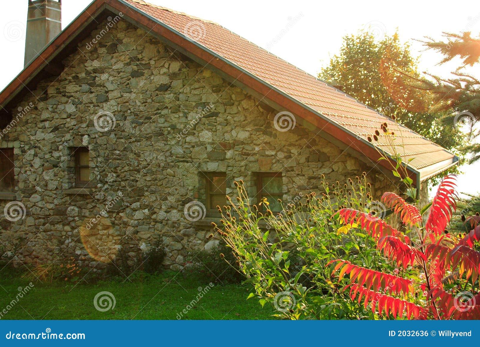 Oud typisch frans huis stock foto afbeelding bestaande uit tuinbouw 2032636 - Oud huis ...