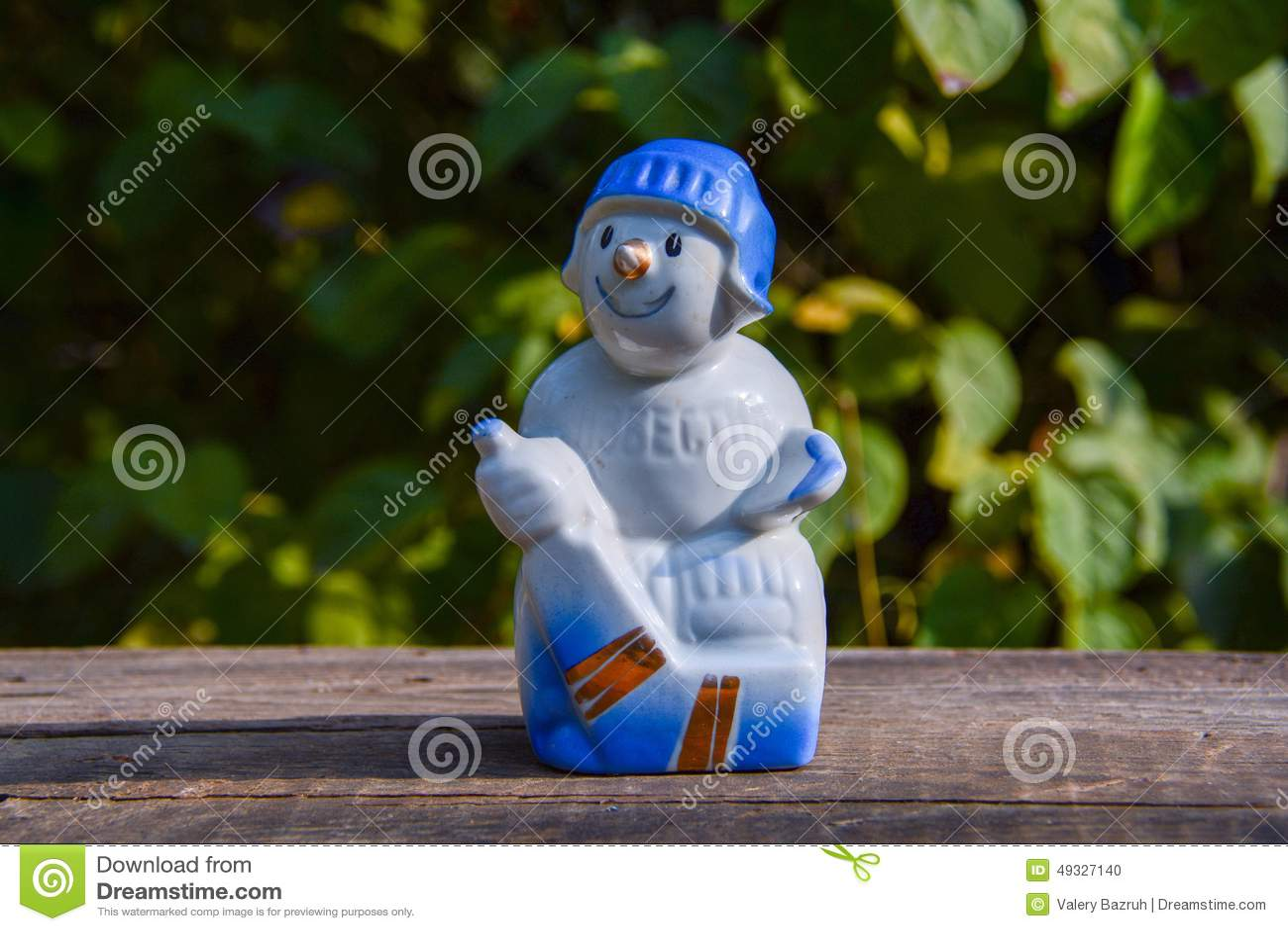 Oud uitstekend porselein Sovjetbeeldje - de hockeyspeler