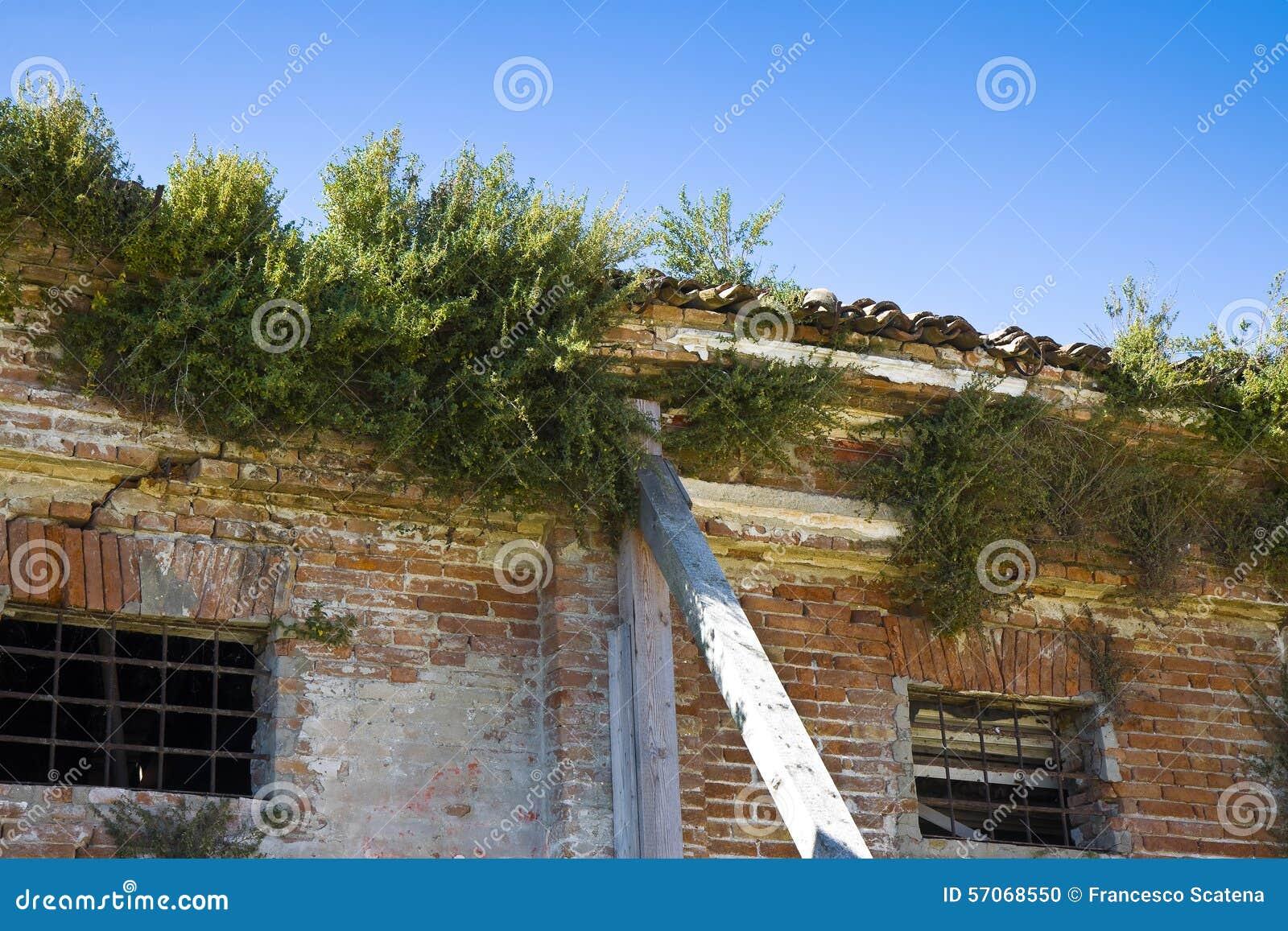 Oud verlaten huis