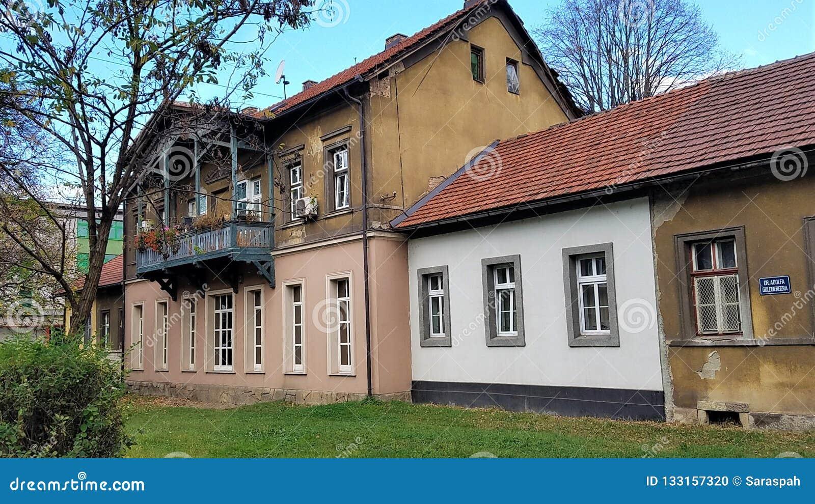 Oud versus Nieuw nieuw, huizen met gemengde voorgevels
