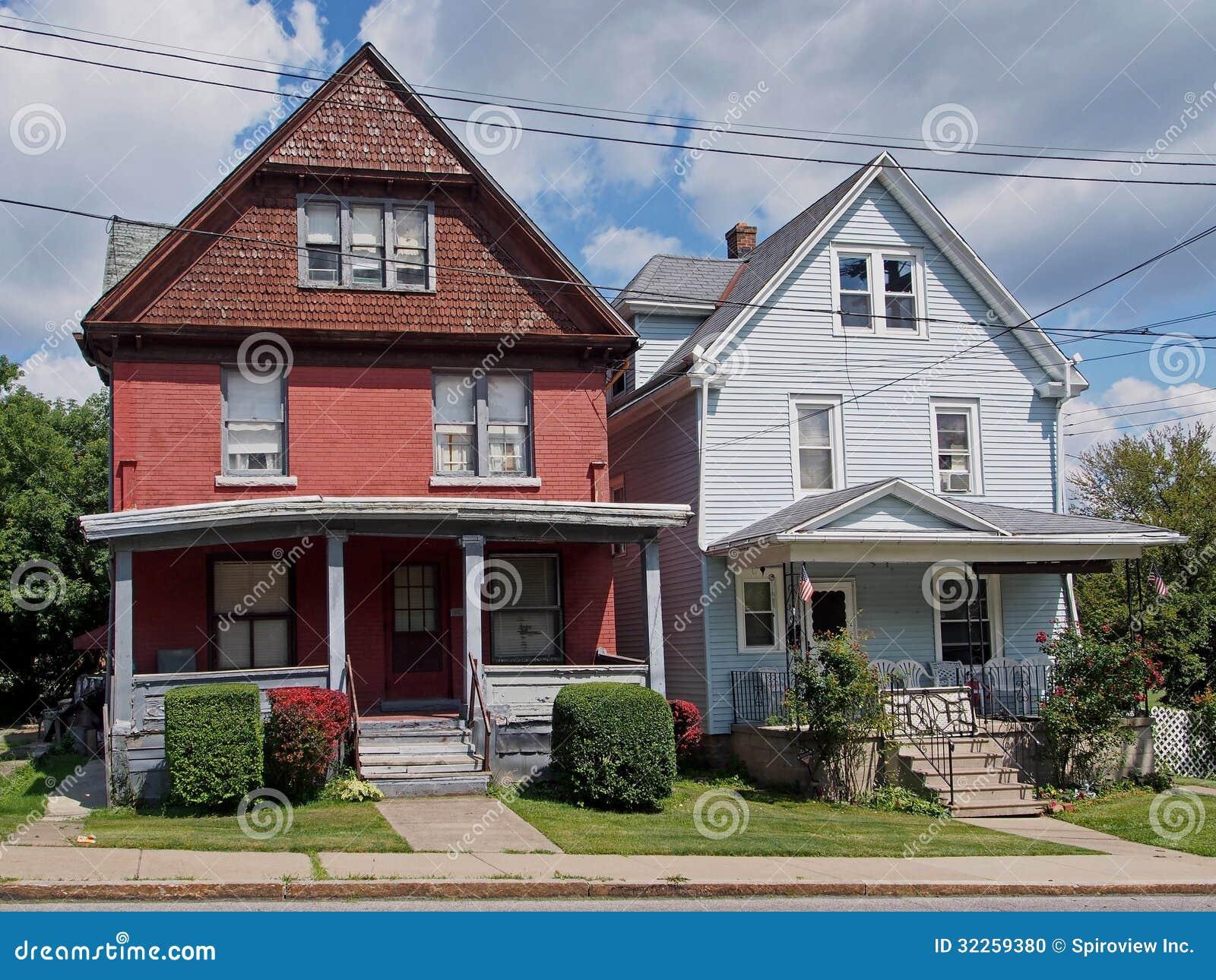 oude amerikaanse huizen stock foto afbeelding bestaande uit werf 32259380. Black Bedroom Furniture Sets. Home Design Ideas