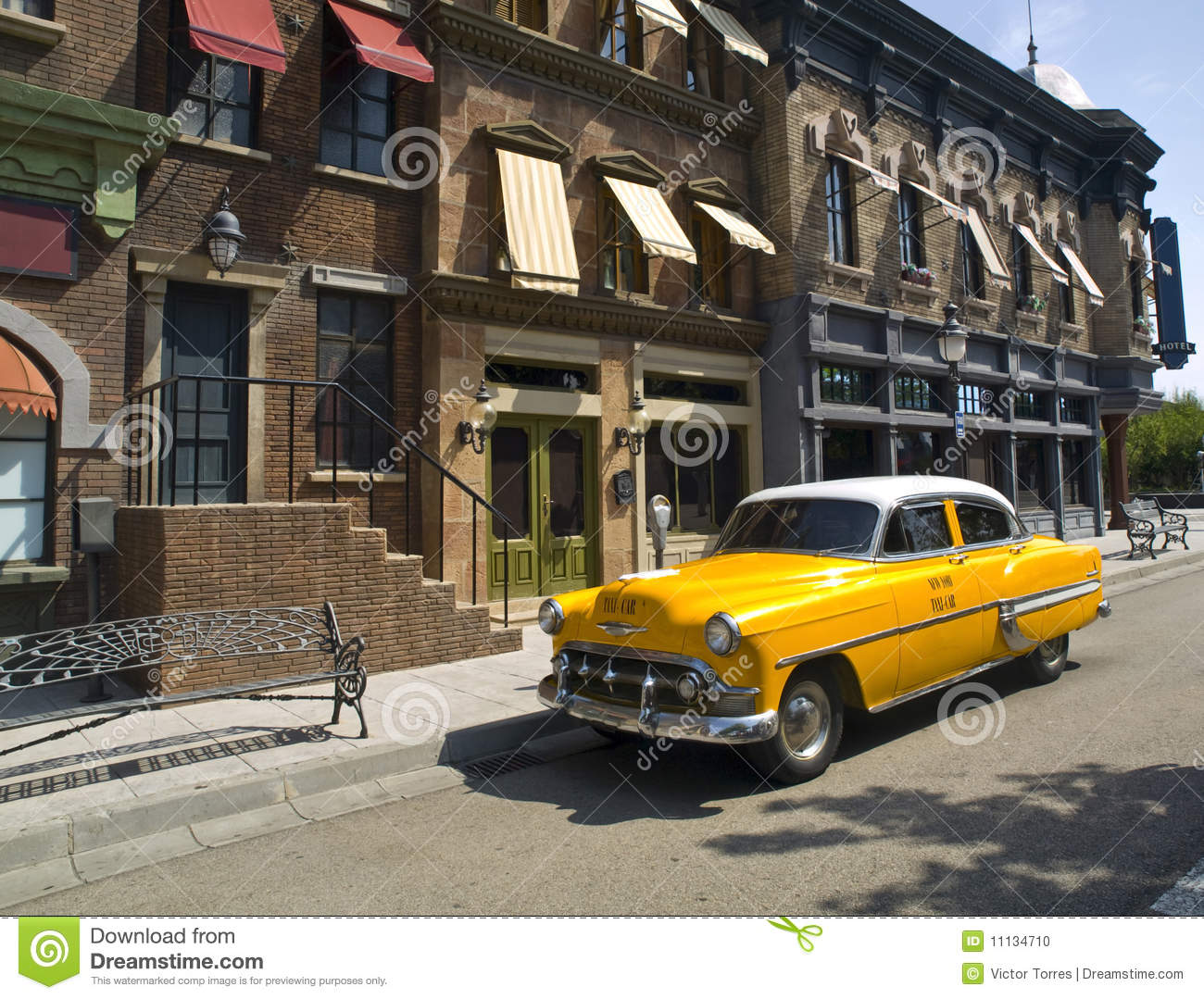 Oude Amerikaanse Taxi in een oude stad