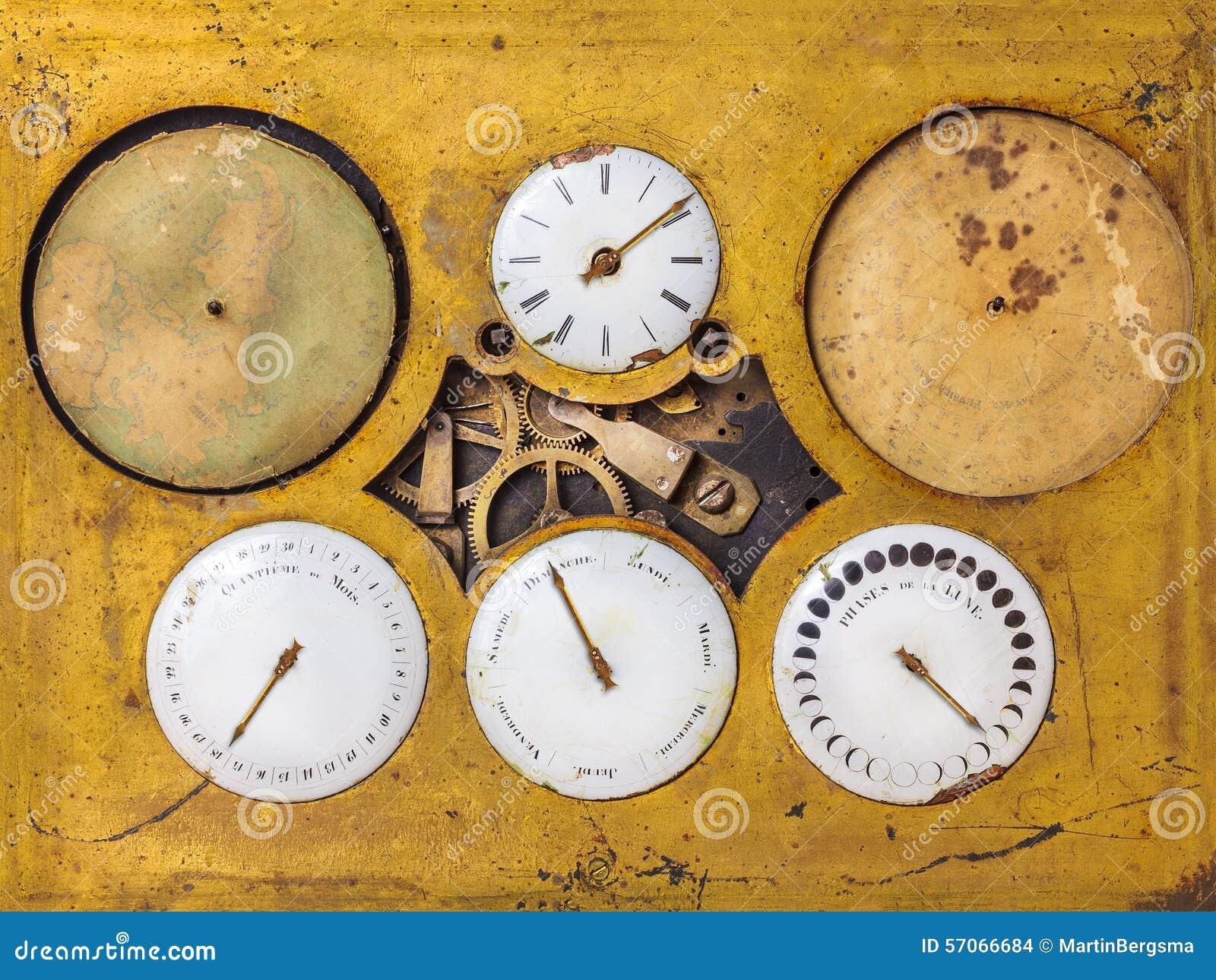 Oude astronomische timepiece met zes bewegende delen