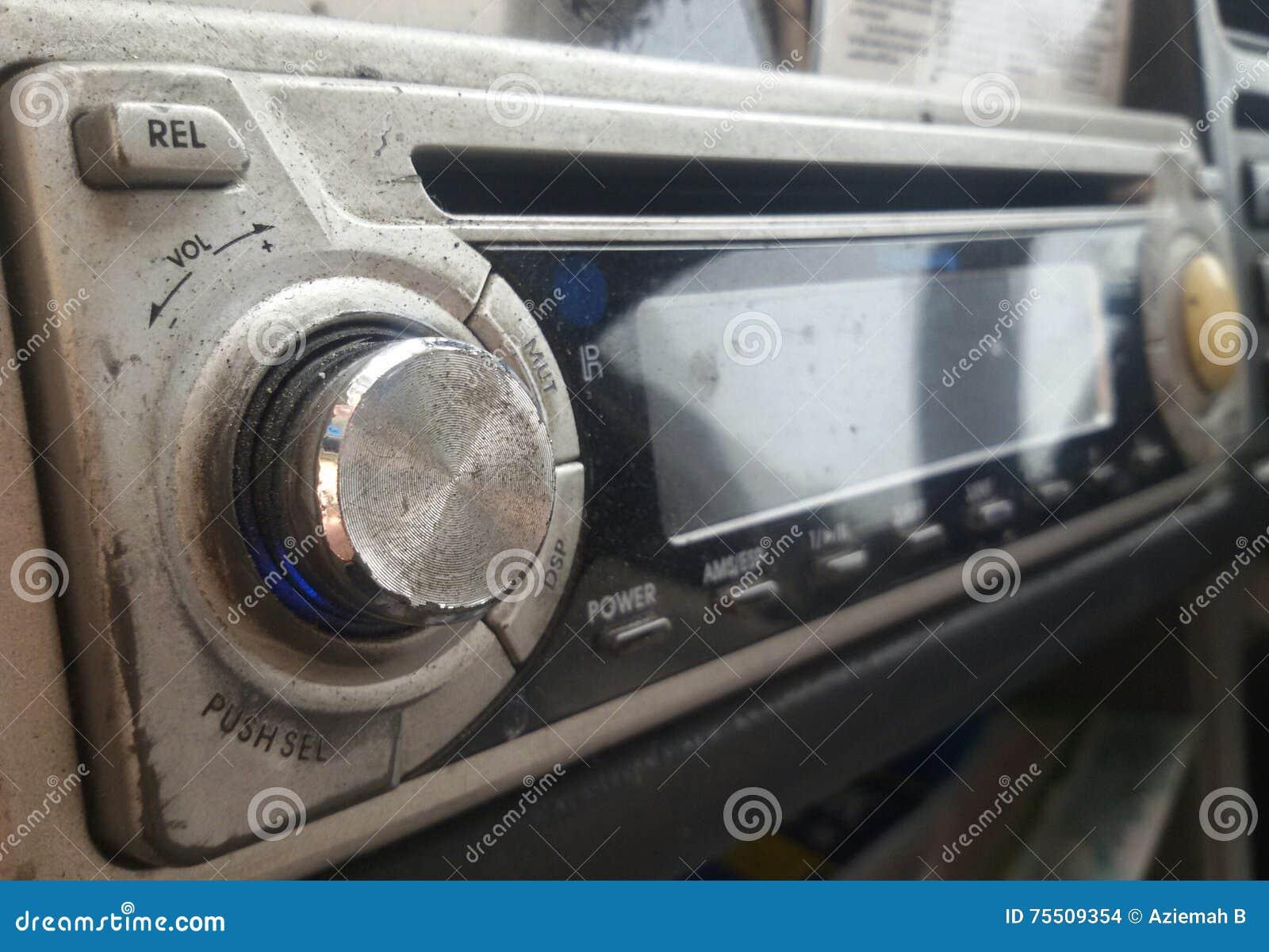 Oude Autoradio met CD speler