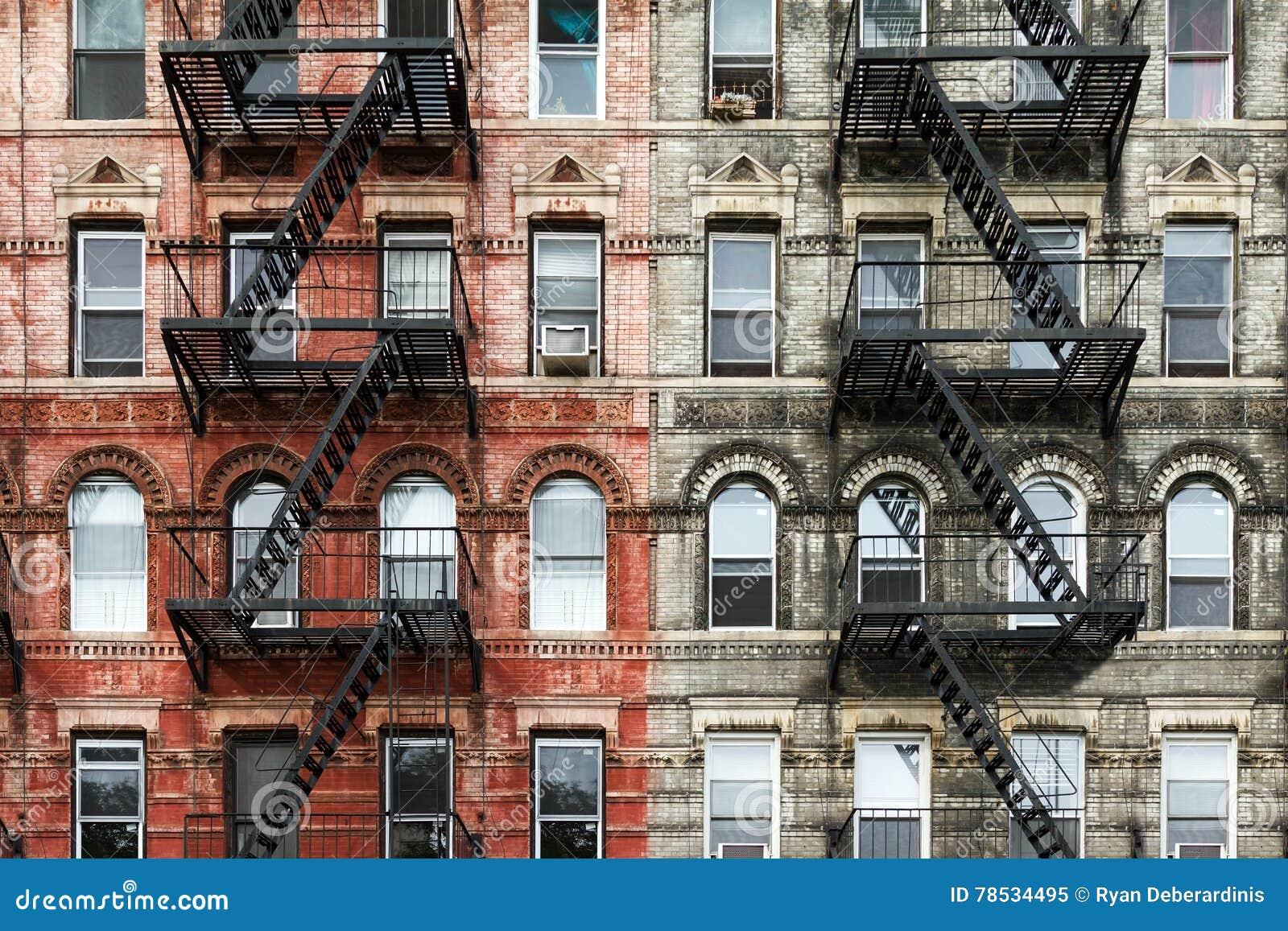 Oude BaksteenFlatgebouwen in de Stad van New York