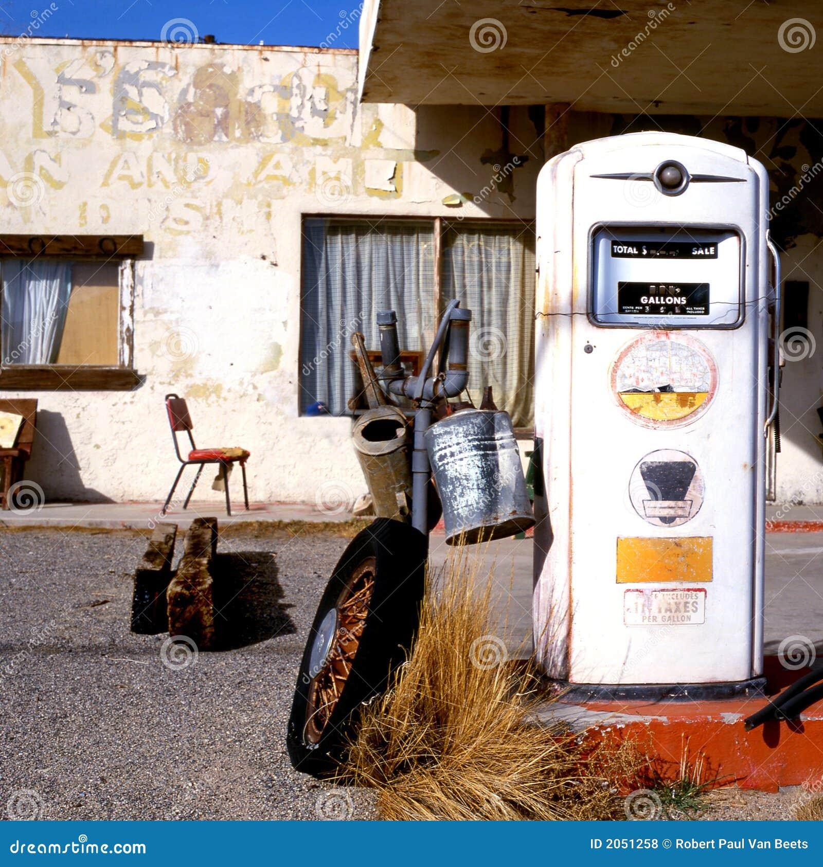 Oude benzinepomp bij Route 66