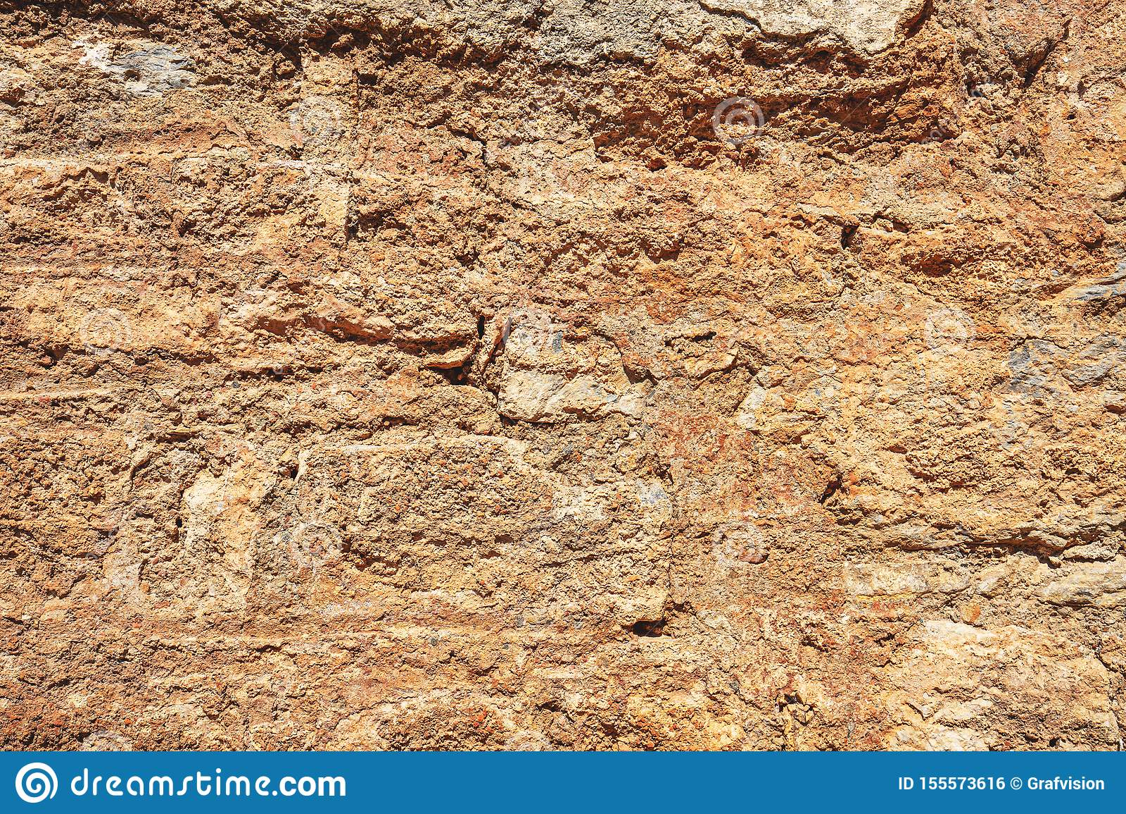 Oude beschadigde steenmuur