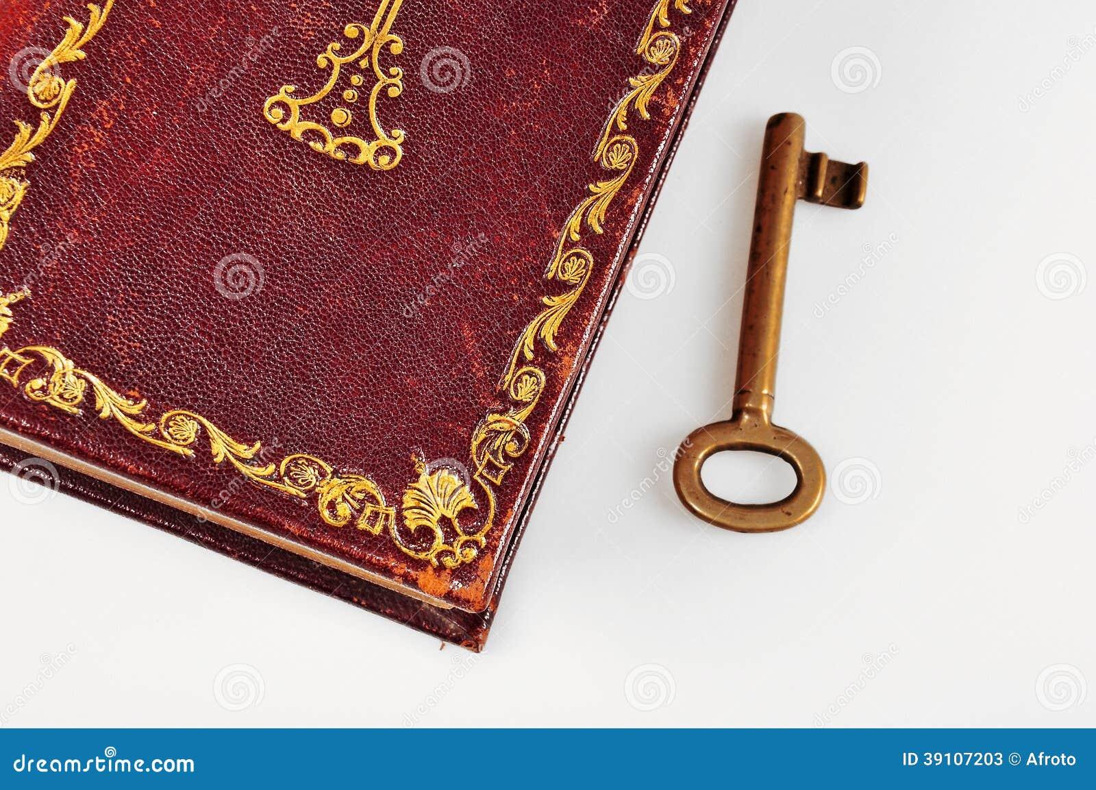 Oude Bijbel met sleutel