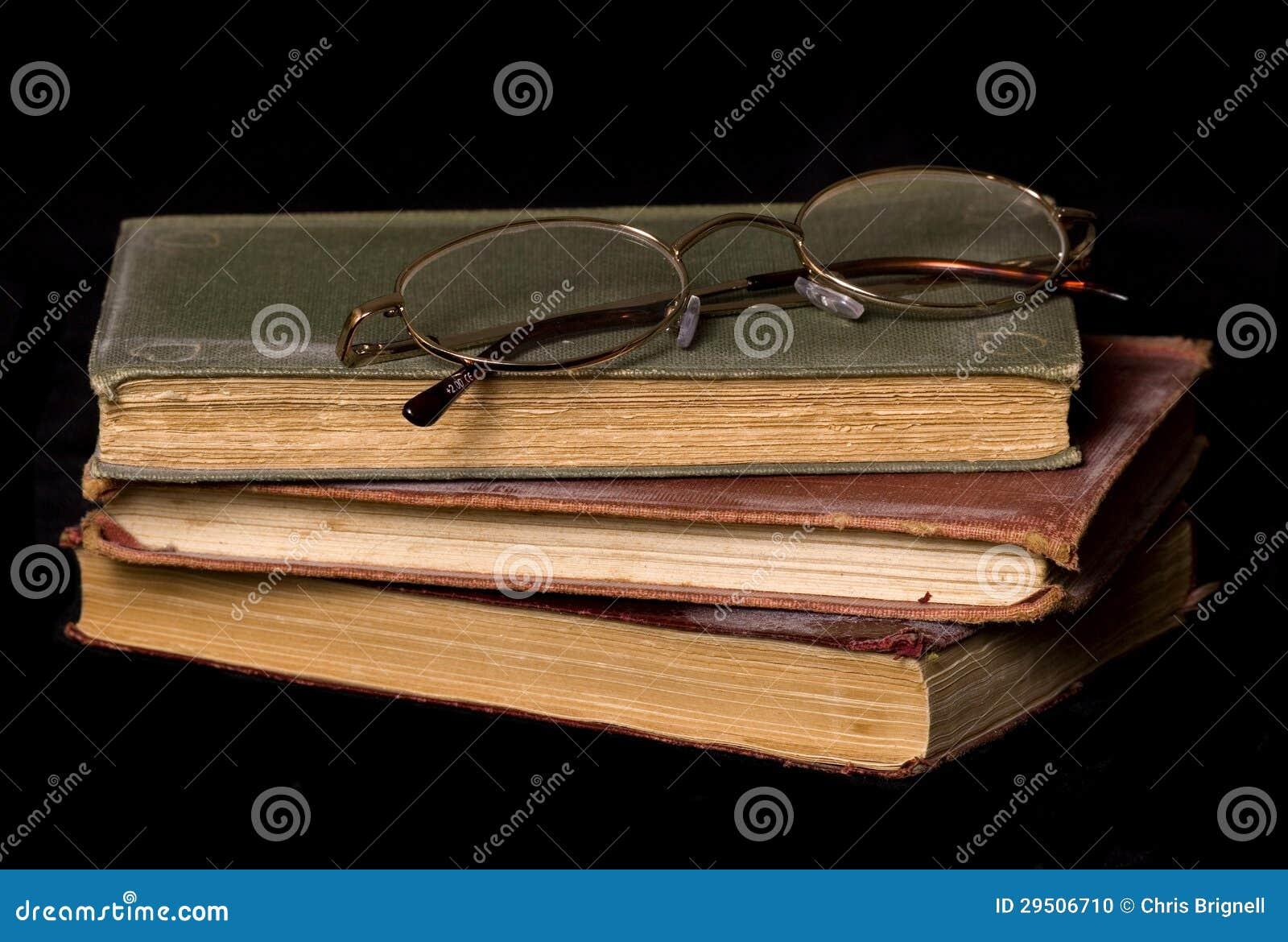 Oude boeken en lezingsglazen