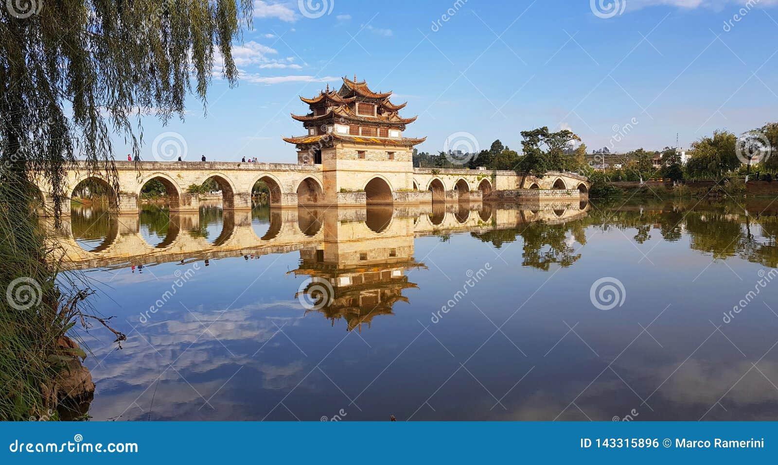 Oude Chinese brug Jianshui, Yunnan, China