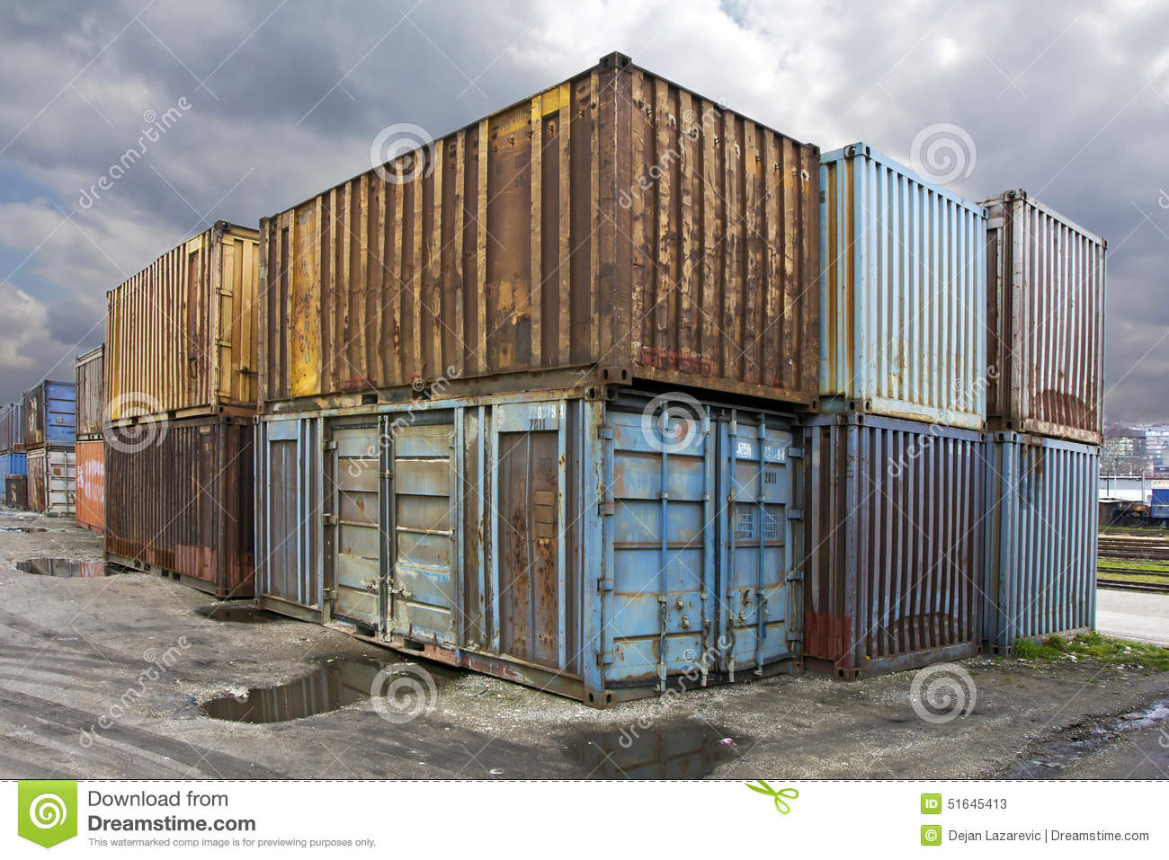 http://thumbs.dreamstime.com/z/oude-containers-51645413.jpg