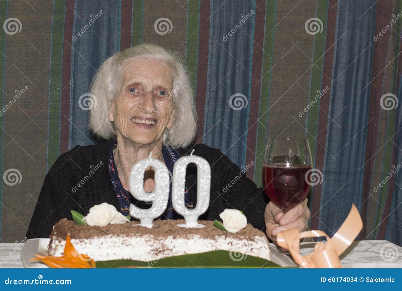Oude Dame Die Haar 90ste Verjaardag Vieren Stock Foto Afbeelding