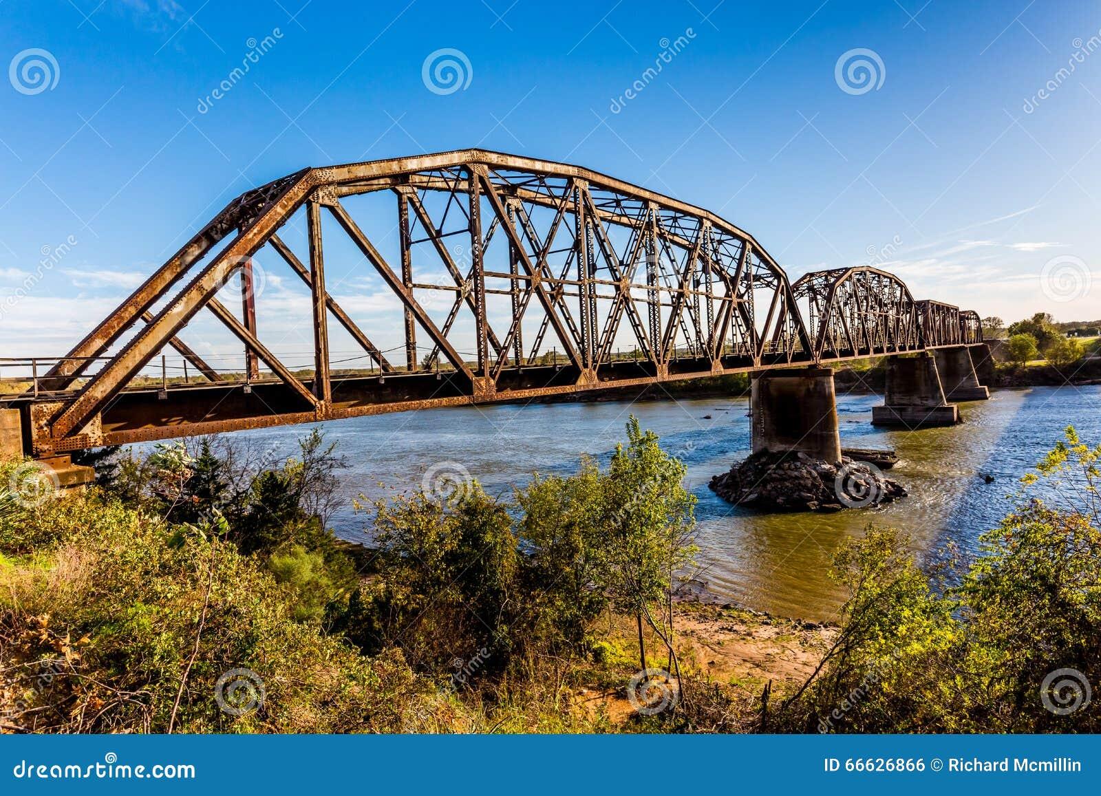 Oude de Spoorwegbrug van de Staalstraal
