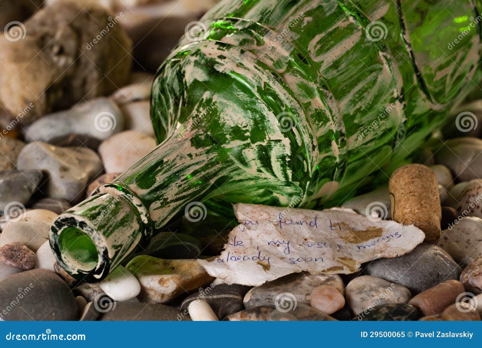 Oude fles met het bericht