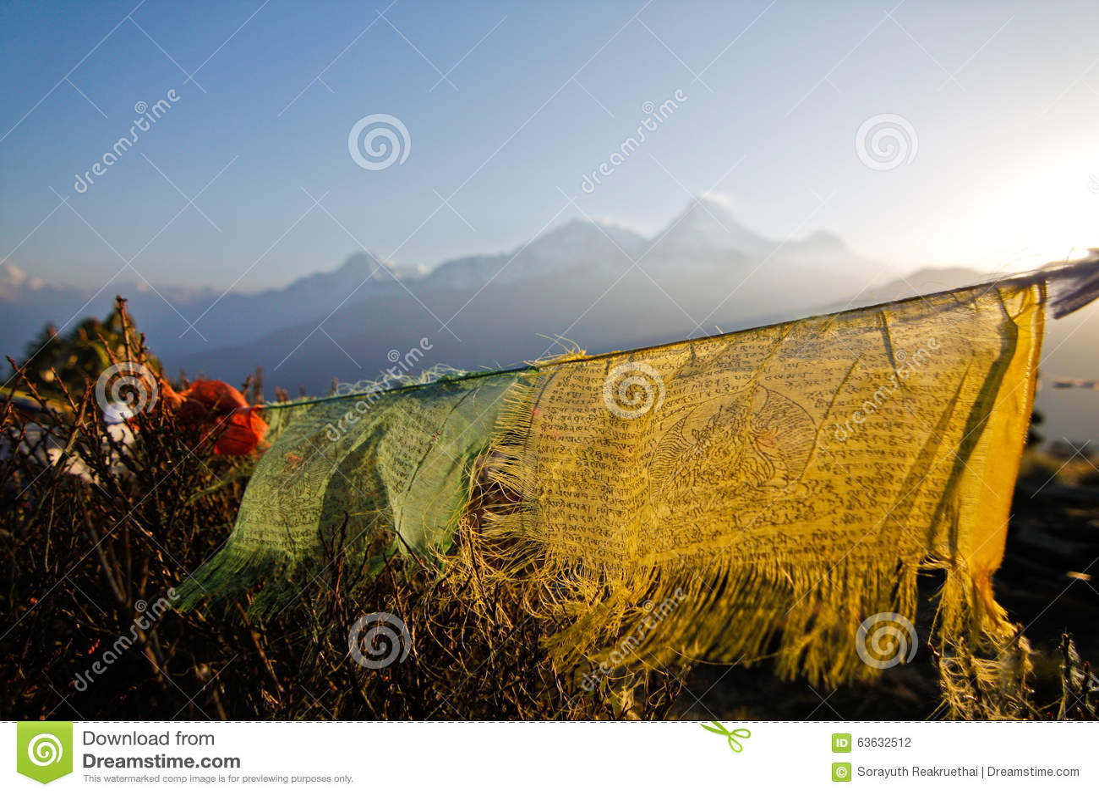 Oude gebedvlag in Poon hillin Nepal
