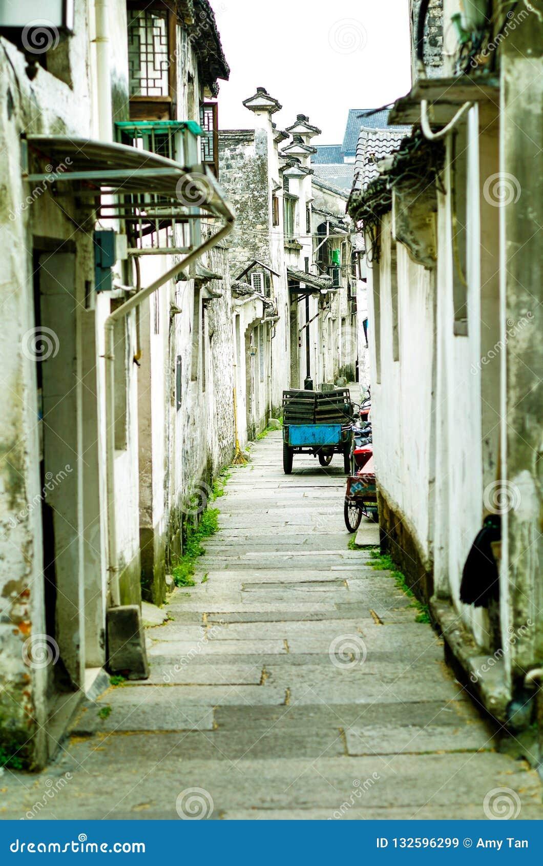 Oude gebouwen, straten en stegen in Shaoxing, China