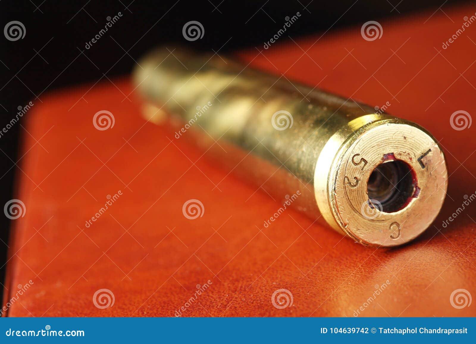 Download Oude Gebruikte Kogelshell Scène Stock Foto - Afbeelding bestaande uit preventie, vuil: 104639742
