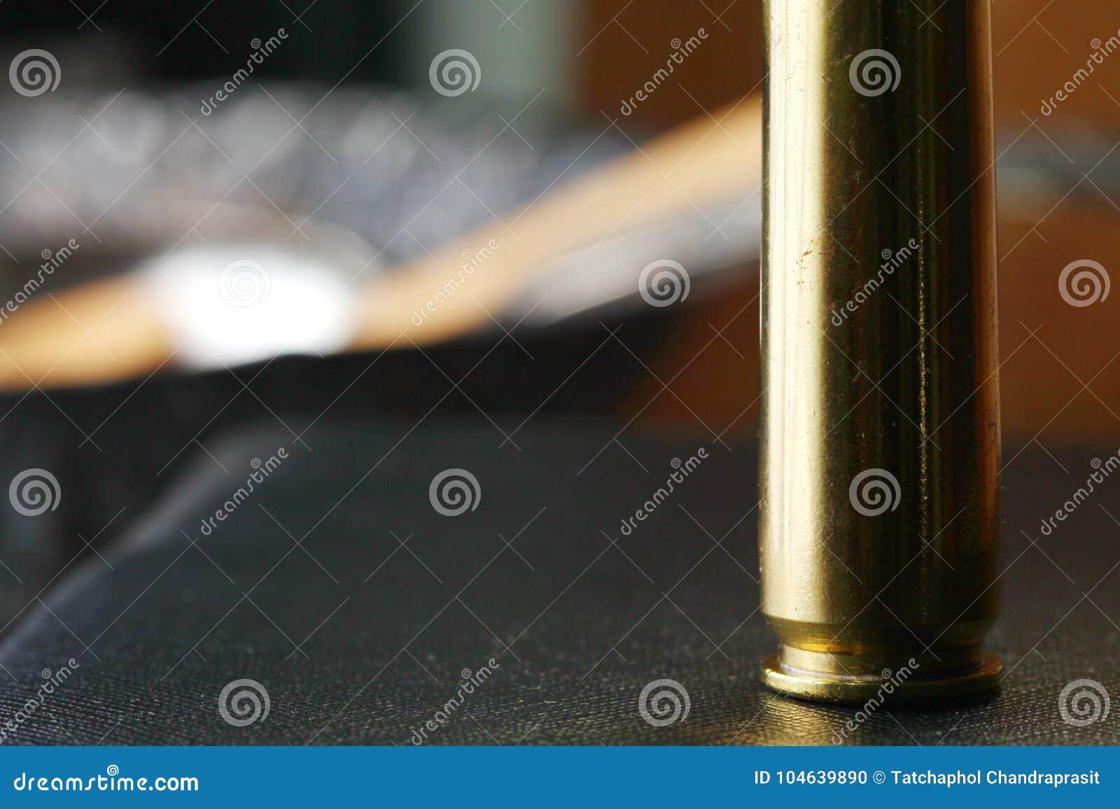 Download Oude Gebruikte Kogelshell Scène Stock Foto - Afbeelding bestaande uit gevaar, pistool: 104639890