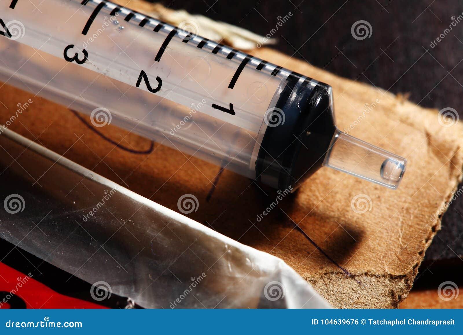 Download Oude gebruikte spuit stock foto. Afbeelding bestaande uit antibiotisch - 104639676