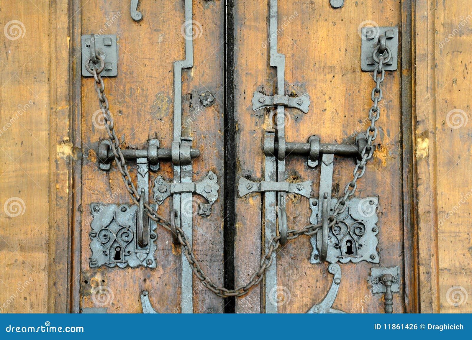 Oude gesloten houten poort royalty vrije stock afbeelding afbeelding 11861426 for Decor ingang