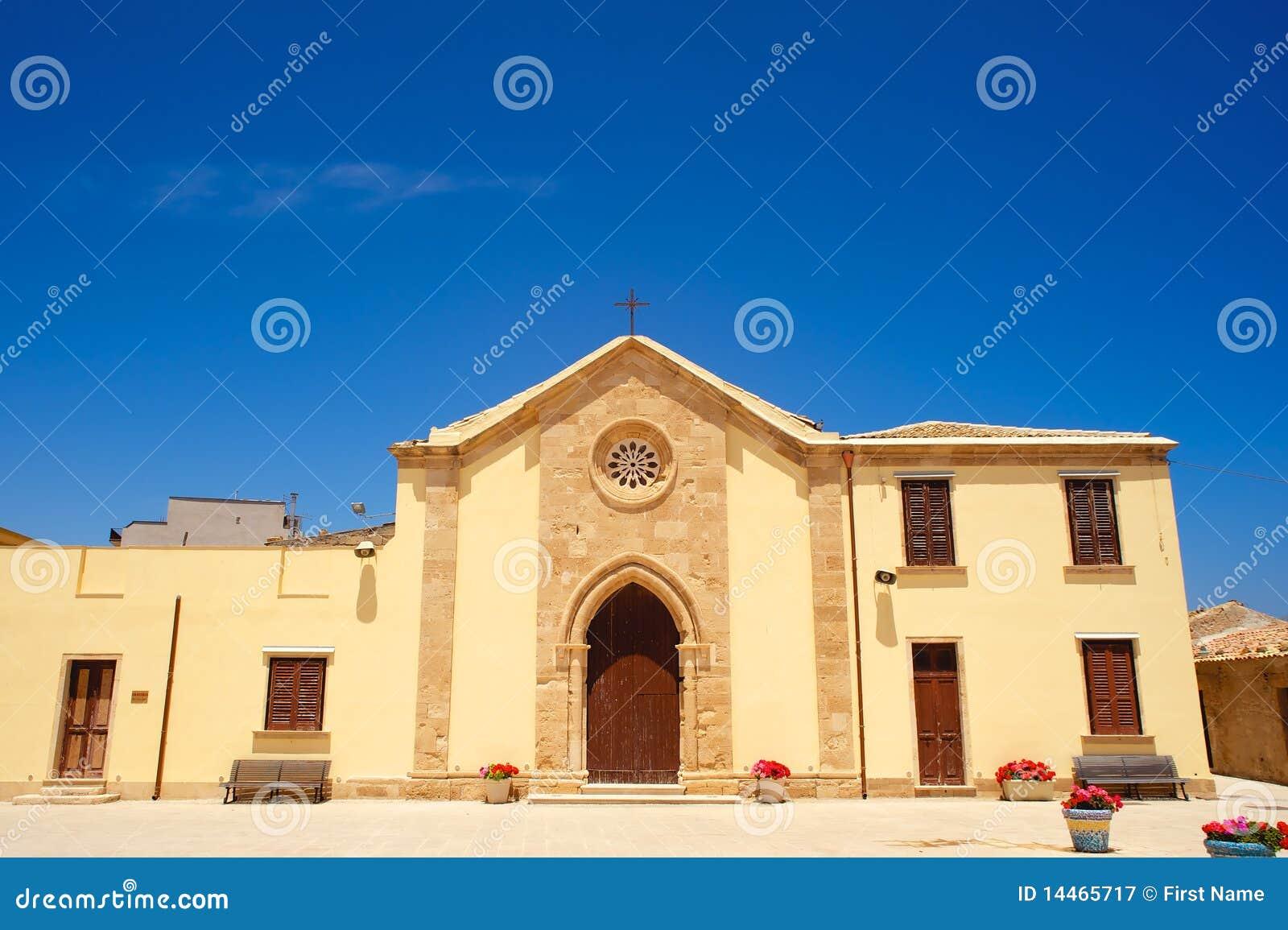 Oude herstelde kapel in Marzamemi, Sicilië (Italië)
