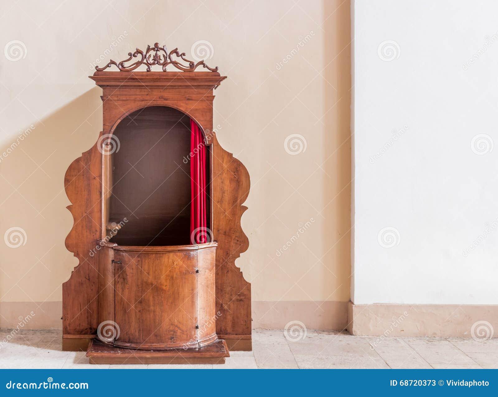 Oude houten biecht