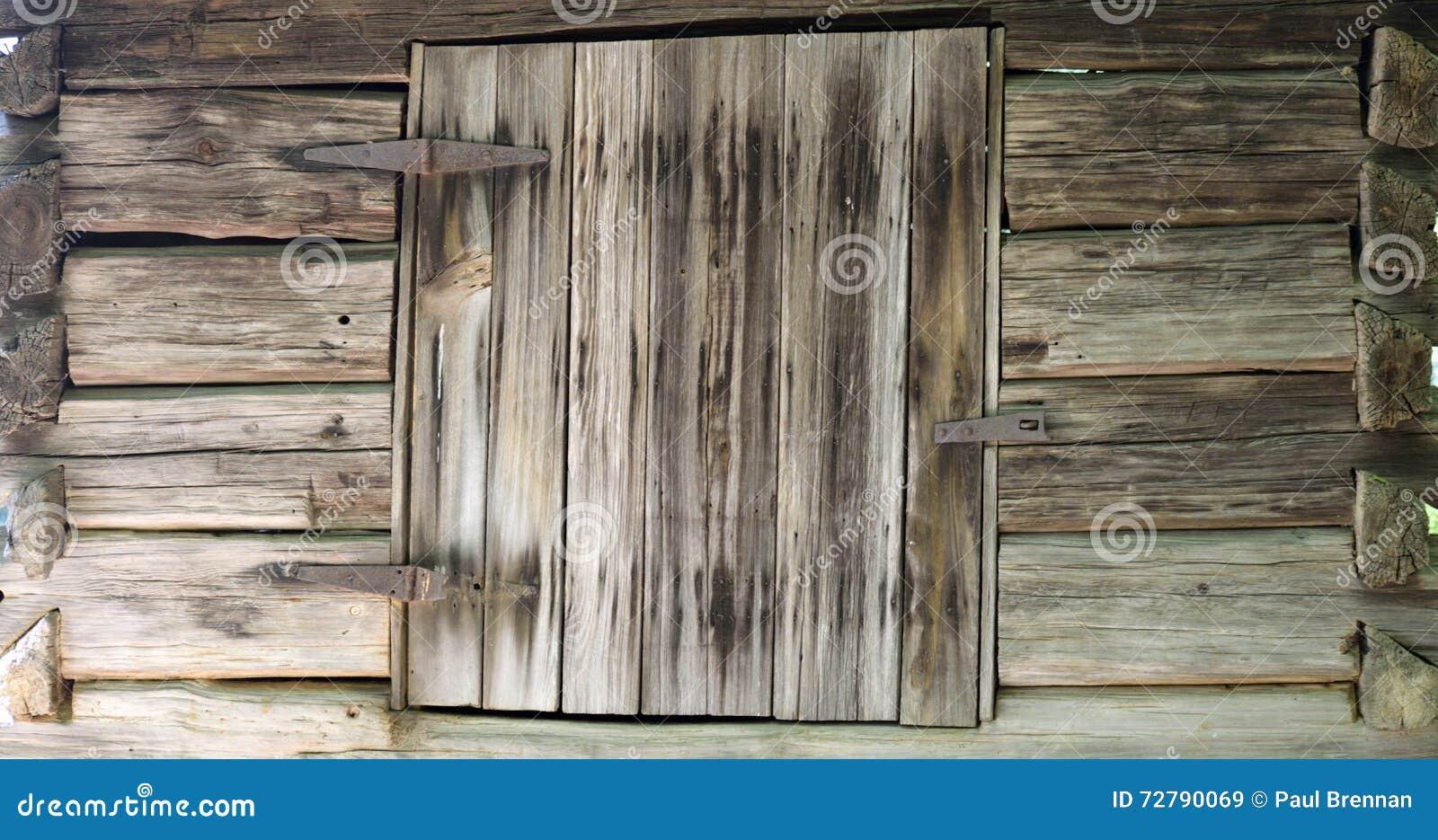 Planken Blind Aan Muur.Oude Houten Muur Met Vensterblind Stock Afbeelding Afbeelding
