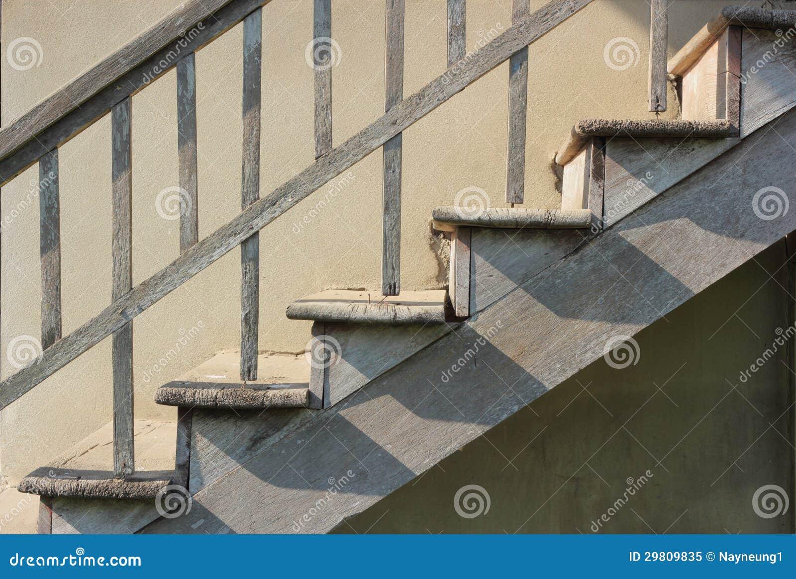 Oude houten trap stock afbeelding afbeelding bestaande uit stap 29809835 - Houten trapontwerp ...