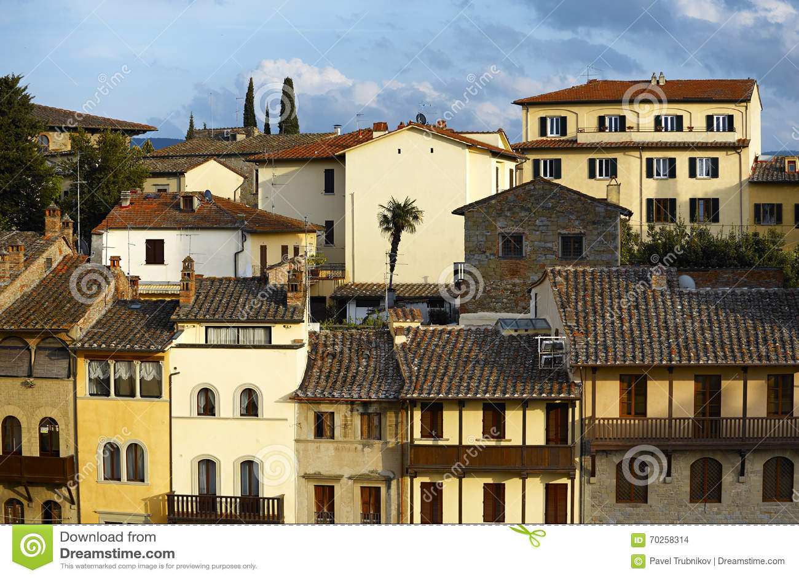 Oude italiaanse huizen stock foto afbeelding 70258314 - Foto huizen ...