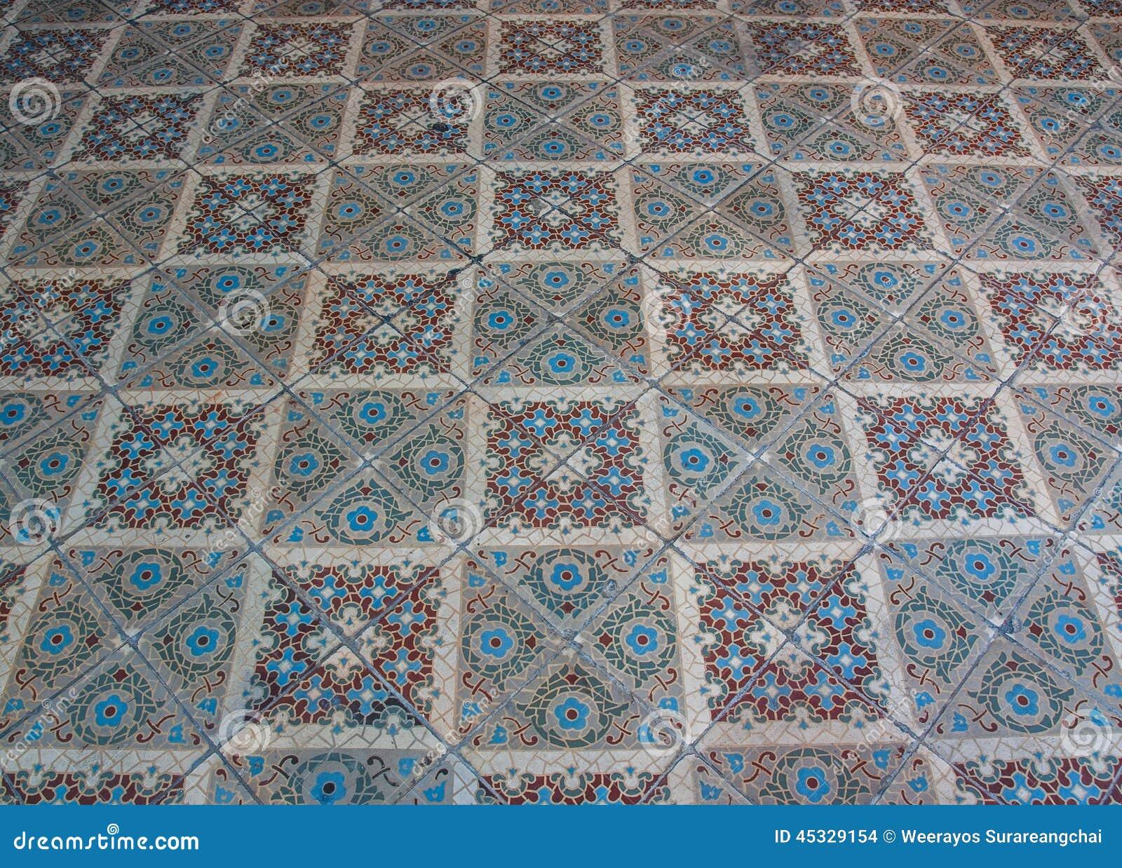 Oude keramische tegelvloer die hoek schuin schieten in stock foto afbeelding 45329154 - Oude patroon tegel ...