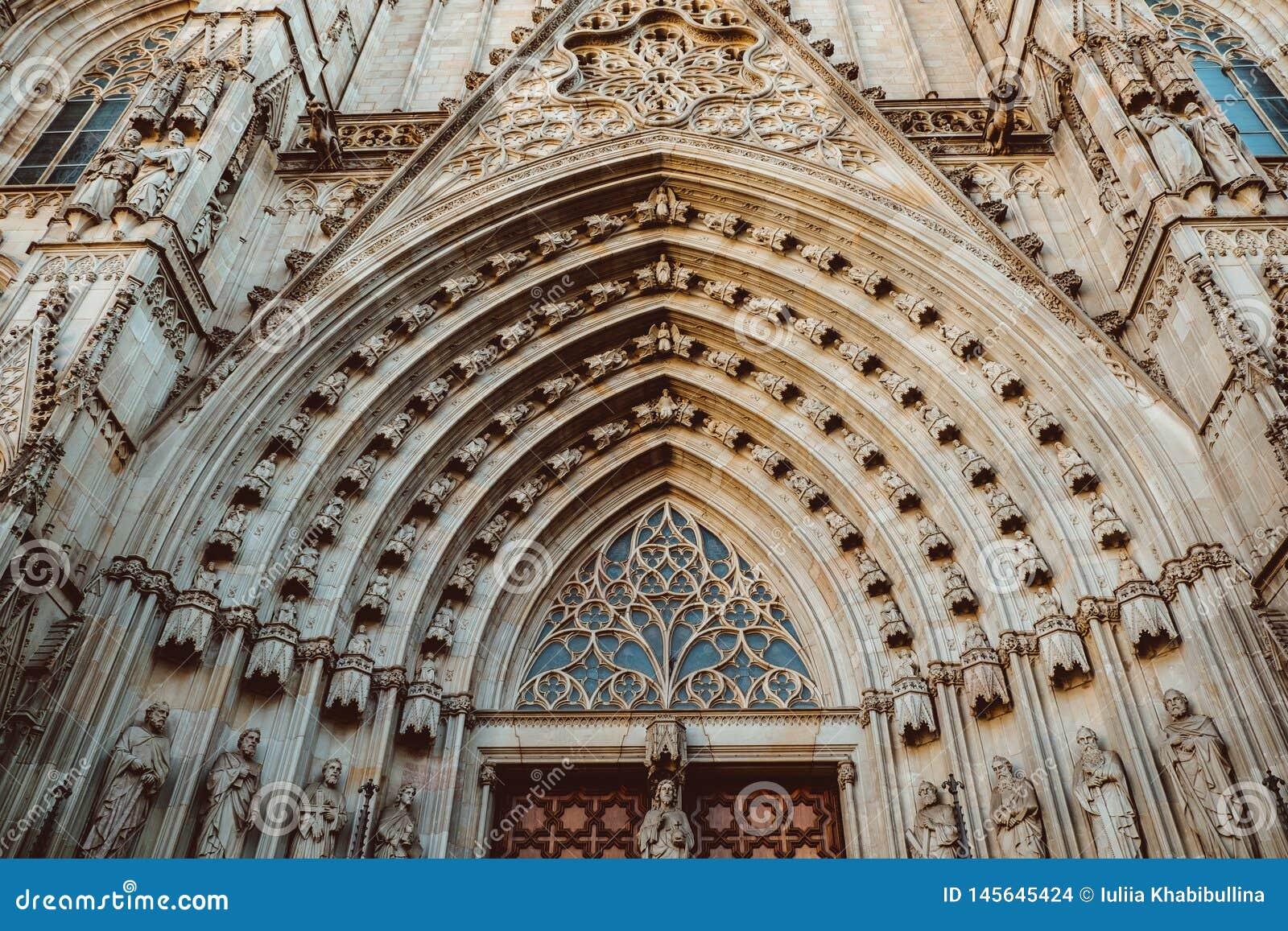 Oude Kerk in het Gotische Kwart van Barcelona Het wordt ook geroepen als Barri Gotic