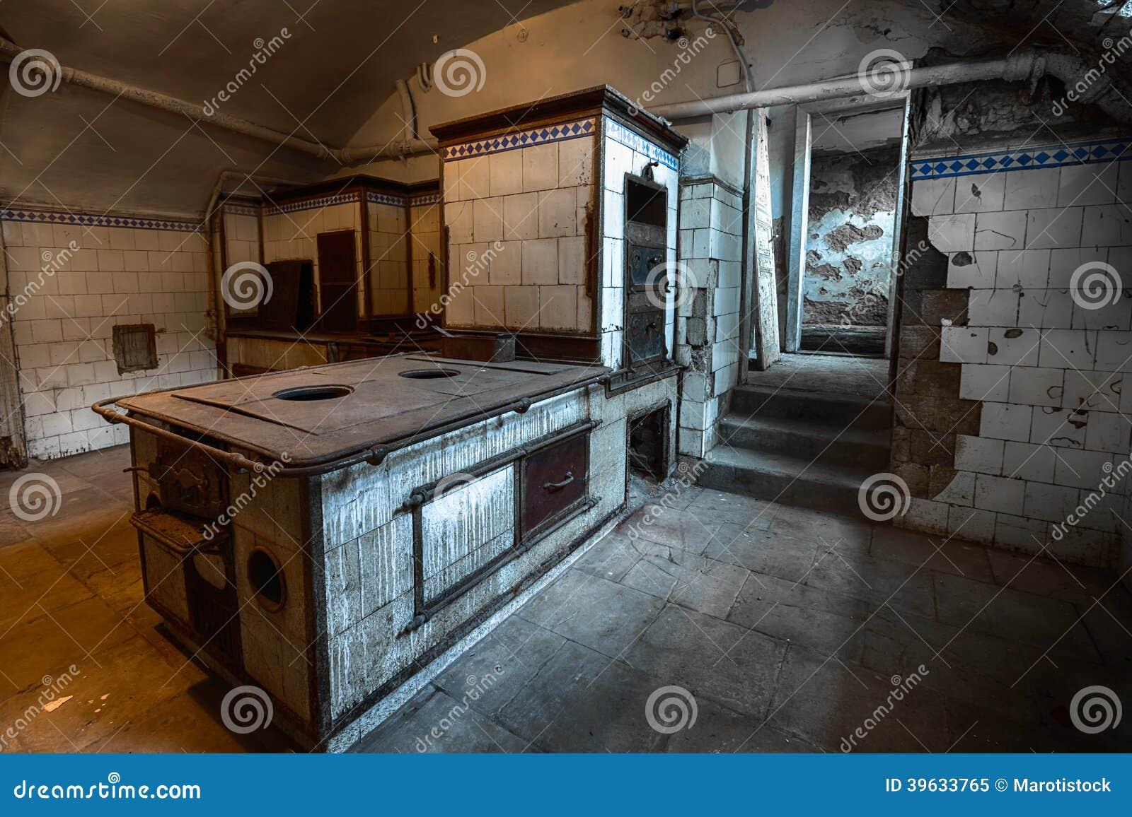 Oude keuken stock foto afbeelding 39633765 - Oude foto keuken ...