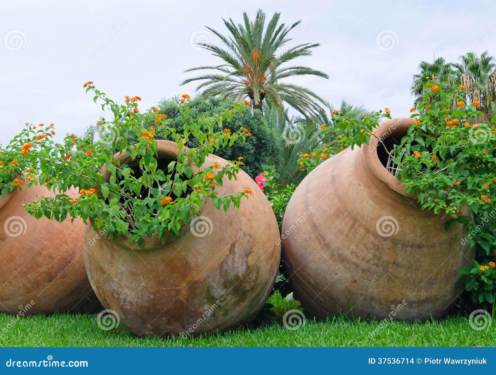 Oude kruiken zoals een bloempotten stock afbeeldingen afbeelding 37536714 - Ontwerp tuin decoratie ...