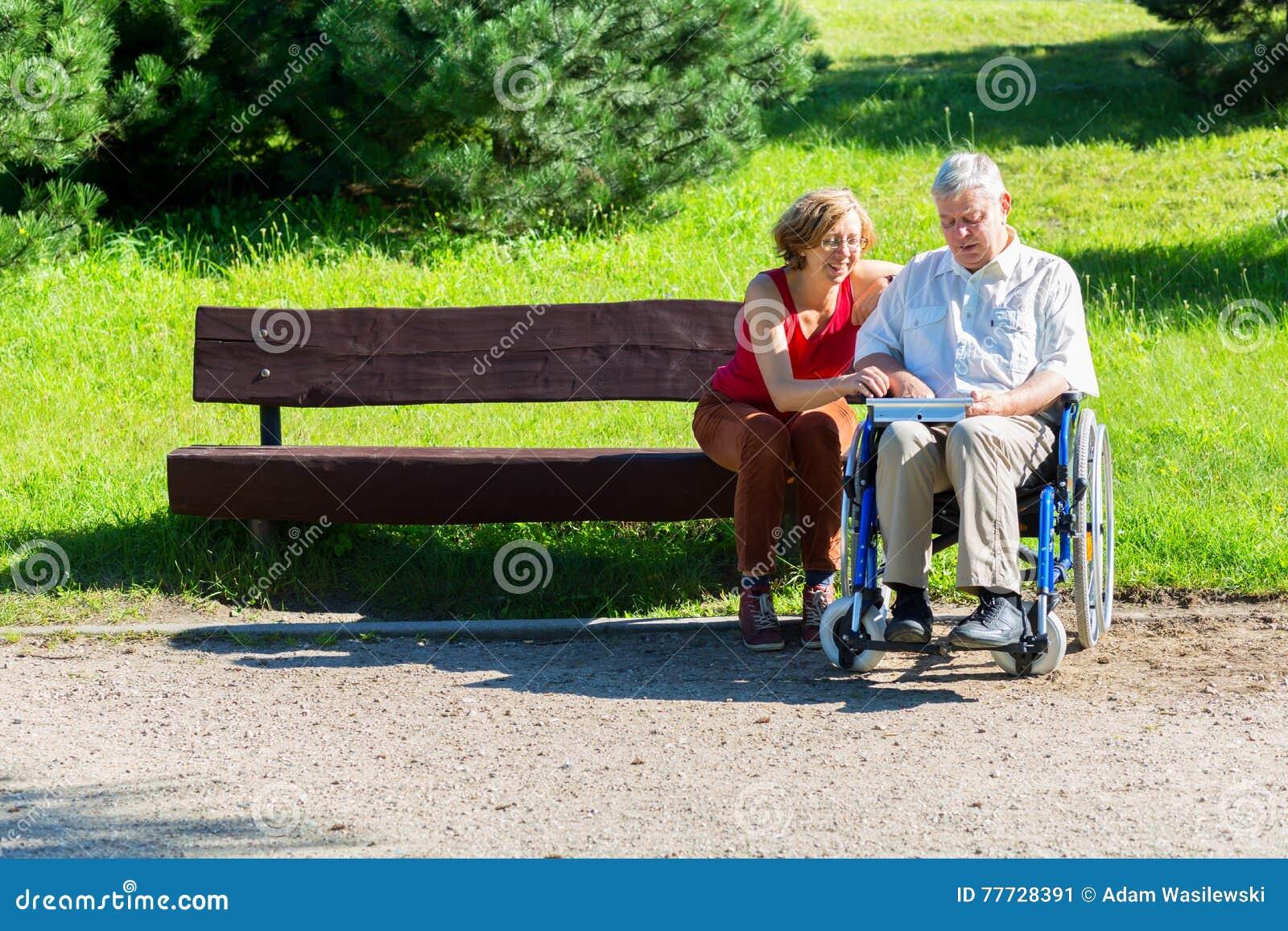 oude man met jonge vrouw