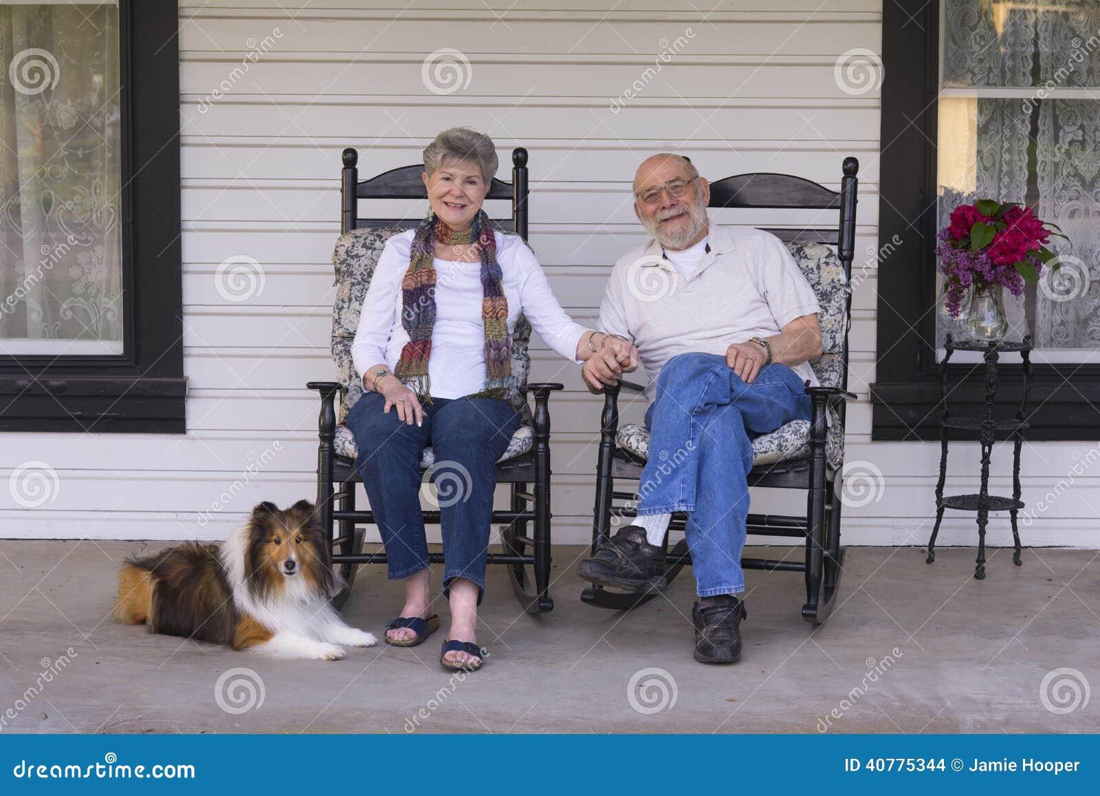 Oude Mensen op de Portiek