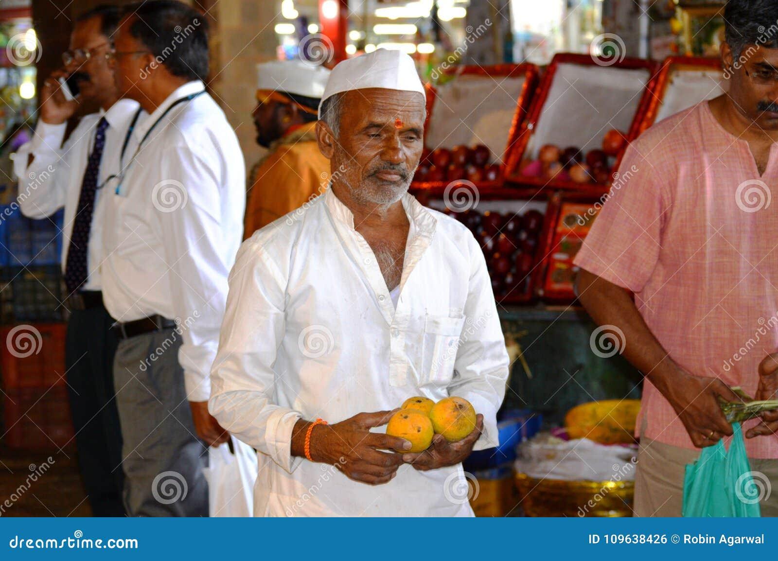 Oude Mensen Verkopende Mango S Bij Mumbai Straat India