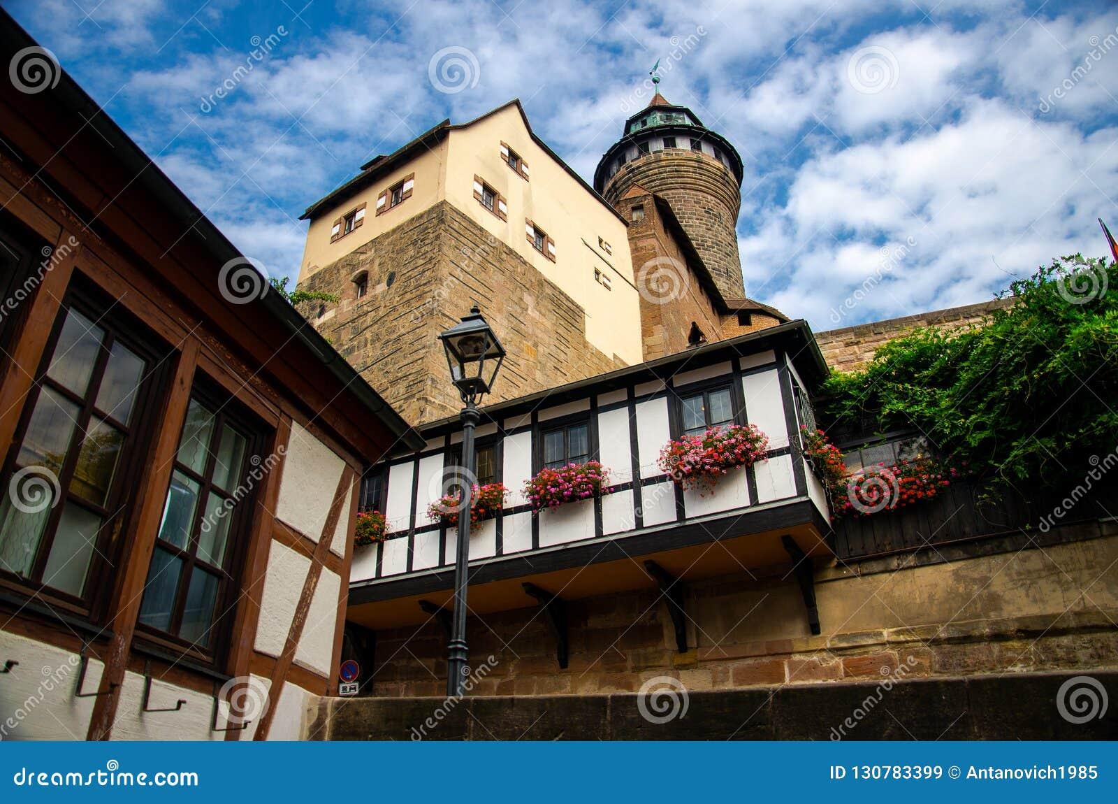 Oude middeleeuwse kasteel Heidense Toren Kaiserburg, Nurnberg, Duitsland