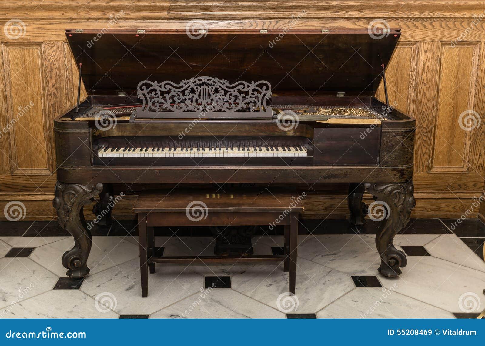 Mooie Houten Piano.Oude Mooie Schitterende Uitstekende Grote Piano Die Zich