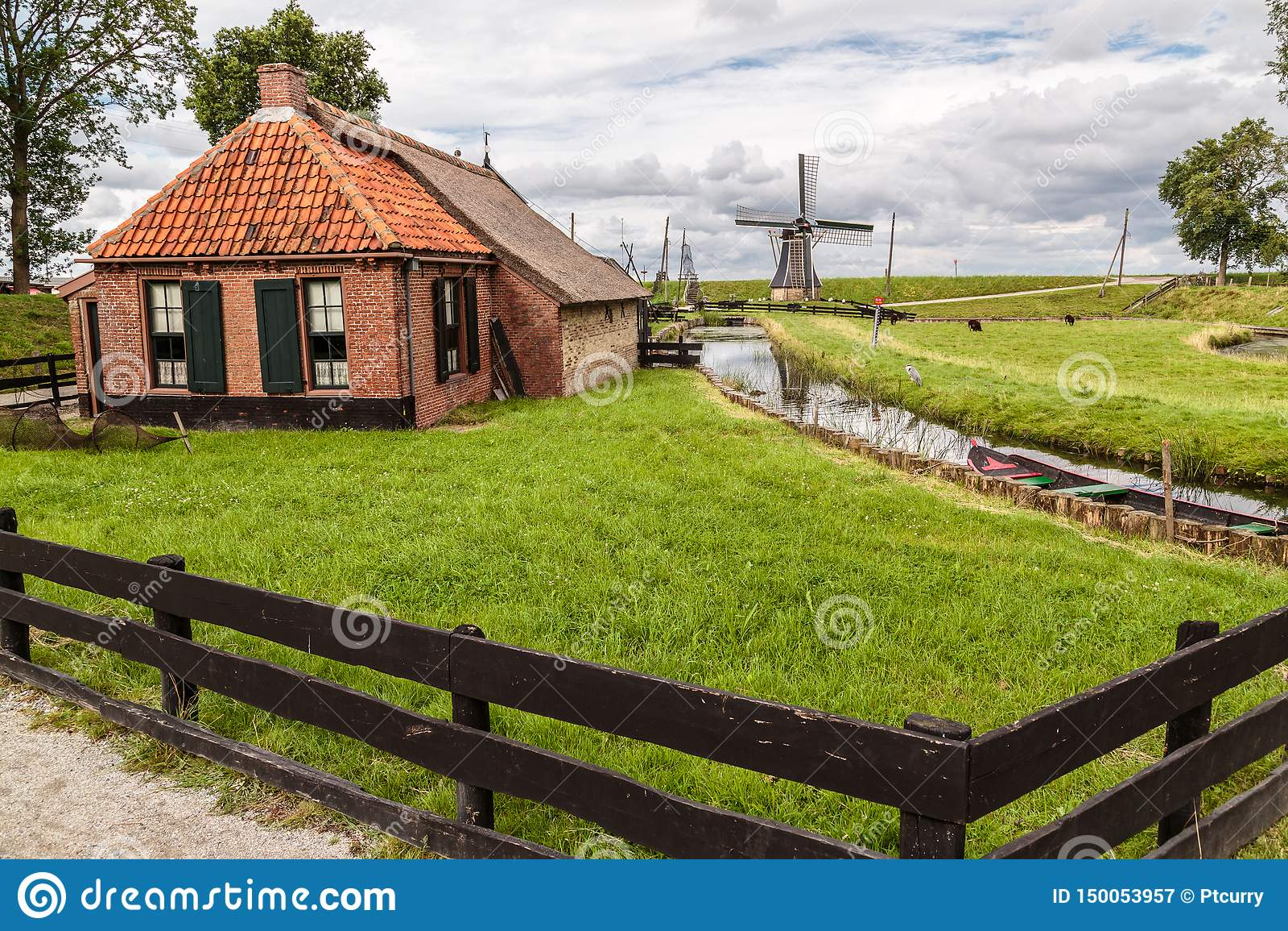 Oude Nederlandse Plattelandshuisje & Windmolen