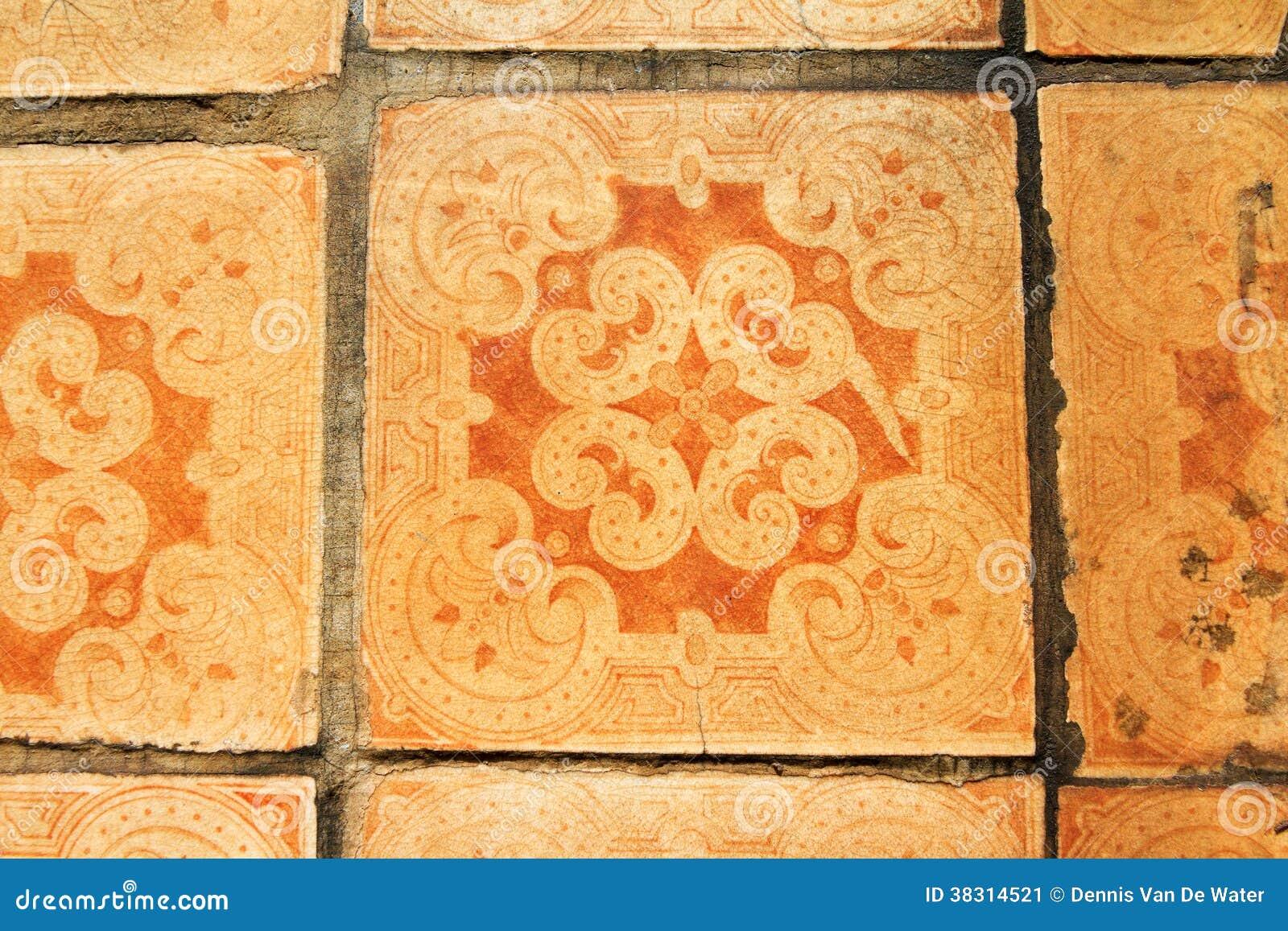 Oude oranje tegels lissabon stock afbeelding afbeelding 38314521 - Oude patroon tegel ...